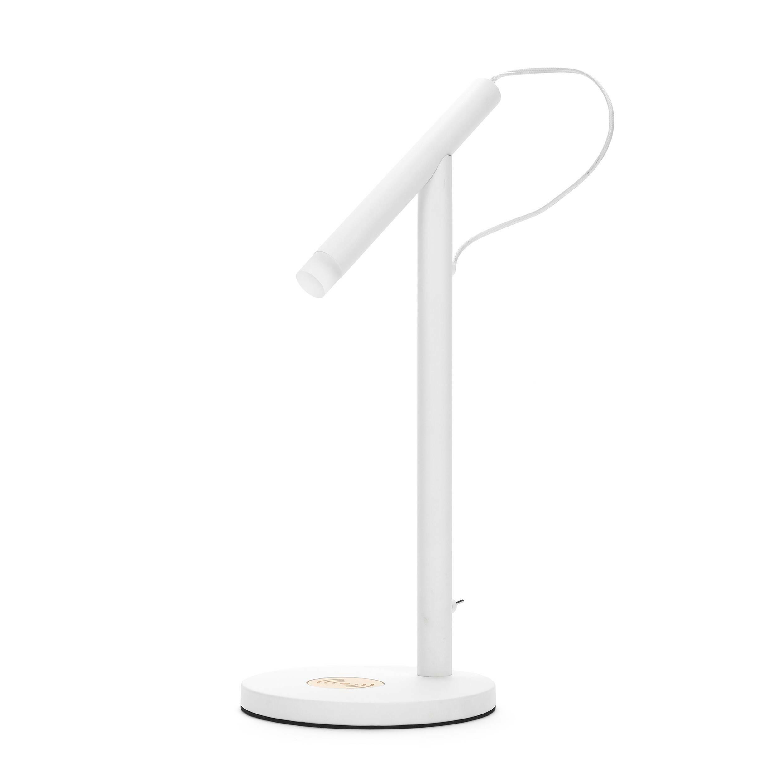 Настольный светильник Charge WhiteНастольные<br>Дизайнерский белый настольный светильник Charge White (Чардж Уайт) в стиле хай-тек от Cosmo (Космо).<br><br>Подыскивая себе ультрамодный настольный светильник, обратите внимание на настольный светильник Charge White. Дизайн этого стильного современного предмета интерьера выполнен в стиле хай-тек. Это отдельное направление в дизайне интерьера, которое пользуется особой популярностью среди молодых и целеустремленных людей. <br> <br> Несмотря на то что оригинальный светильник изготовлен в стиле хай-те...<br><br>stock: 24<br>Высота: 43<br>Диаметр: 20<br>Количество ламп: 1<br>Материал абажура: Металл<br>Материал арматуры: Металл<br>Мощность лампы: 2<br>Ламп в комплекте: Да<br>Напряжение: 220-240<br>Тип лампы/цоколь: LED<br>Цвет абажура: Белый<br>Цвет арматуры: Белый<br>Цвет провода: Белый