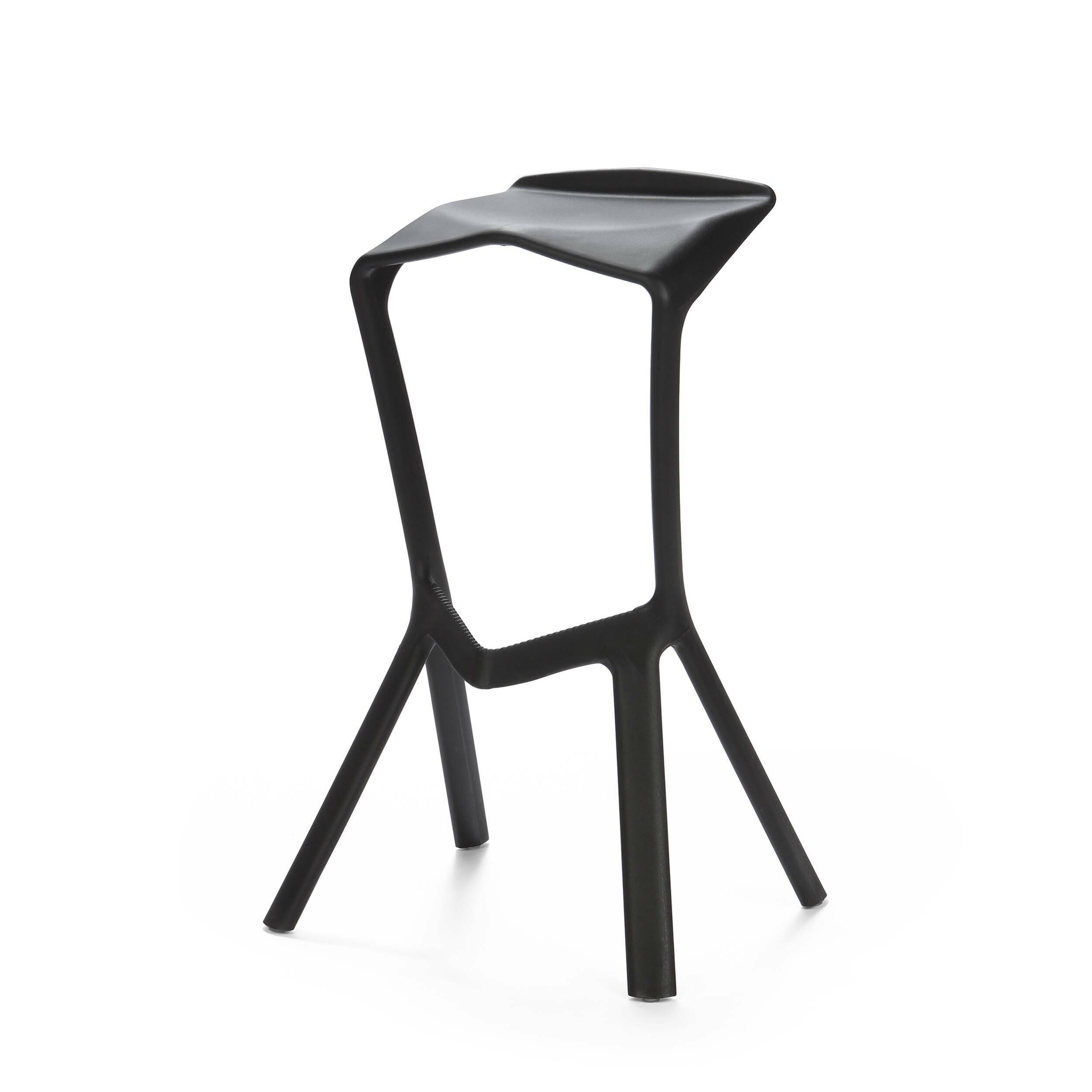 Барный стул Miura 2Барные<br>Дизайнерский барный стул Miura 2 (Миюра) необычной формы с каркасом из полипропилена от Cosmo (Космо). <br><br> Известный немецкий дизайнер Константин Грчик любит экспериментировать. Благодаря смелому видению и умению сочетать практичность и эстетику он получает самые престижные дизайнерские награды, его творения выигрывают призы на конкурсах, некоторые даже являются экспонатами Нью-Йоркского музея современного искусства. Барный стул Miura 2 — один из таких предметов, эта работа была представлен...<br><br>stock: 21<br>Высота: 82<br>Высота сиденья: 77.5<br>Ширина: 48<br>Глубина: 40.5<br>Тип материала каркаса: Полипропилен<br>Цвет каркаса: Черный