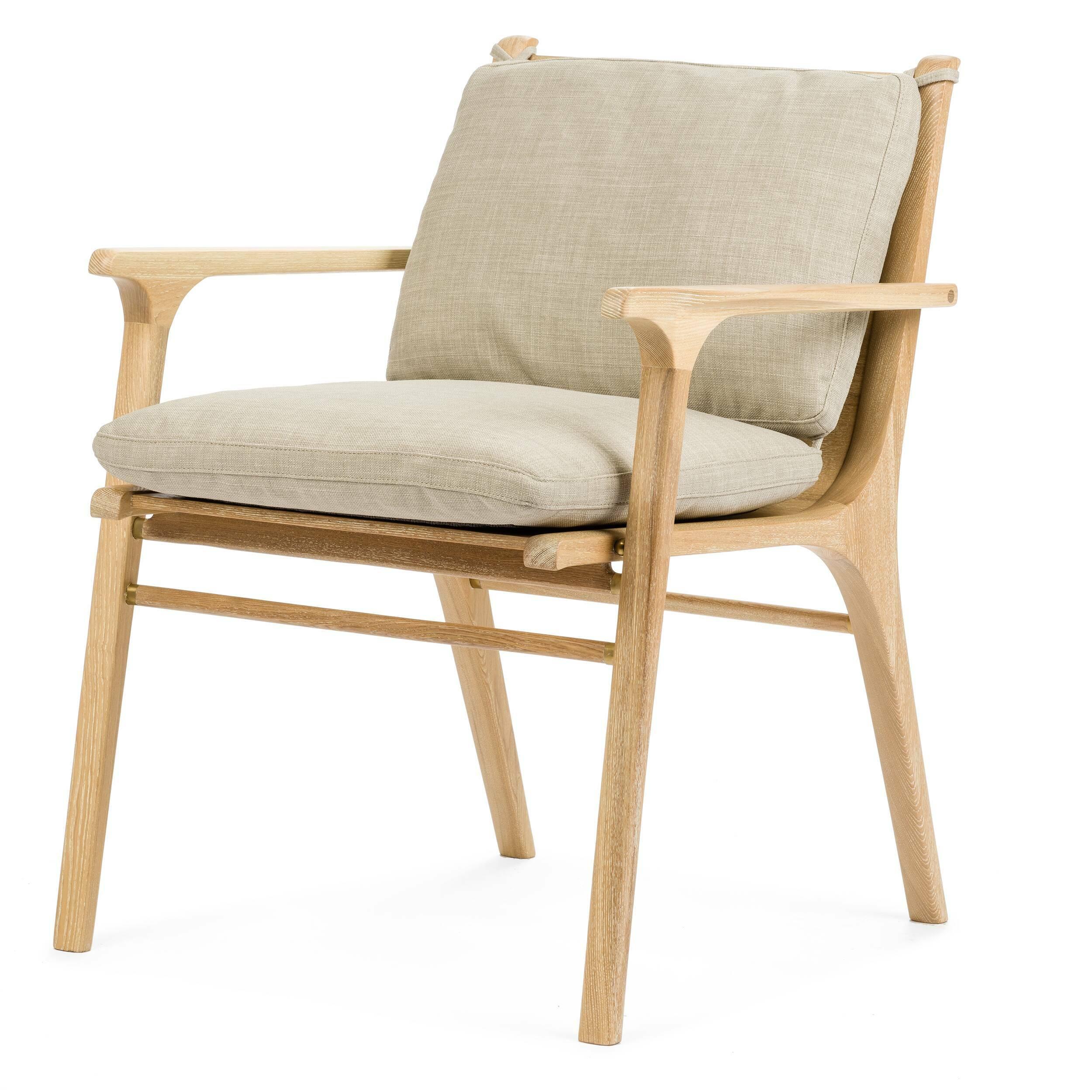 Кресло RenИнтерьерные<br>Дизайнерское легкое кресло Ren (Рэн) из дерева с тканевой обивкой от Stellar works (Стеллар Воркс).<br><br><br> Сдержанный дизайн коллекции RГ©n построен на творческом вдохновении и амбициях. Коллекция отражает сложившуюся традицию современного датского дизайна со свойственным ему скандинавским стремлением к идеалам красоты, высокому качеству и доступности. Эта философия обильно приправлена знаниями, опытом, вдохновением и декоративными элементами, характерными для визуального искусства Япон...<br><br>stock: 1<br>Высота: 77<br>Ширина: 62,4<br>Глубина: 60<br>Материал каркаса: Массив ясеня<br>Тип материала каркаса: Дерево<br>Тип материала обивки: Ткань<br>Цвет обивки: Серый<br>Цвет каркаса: Светло-коричневый
