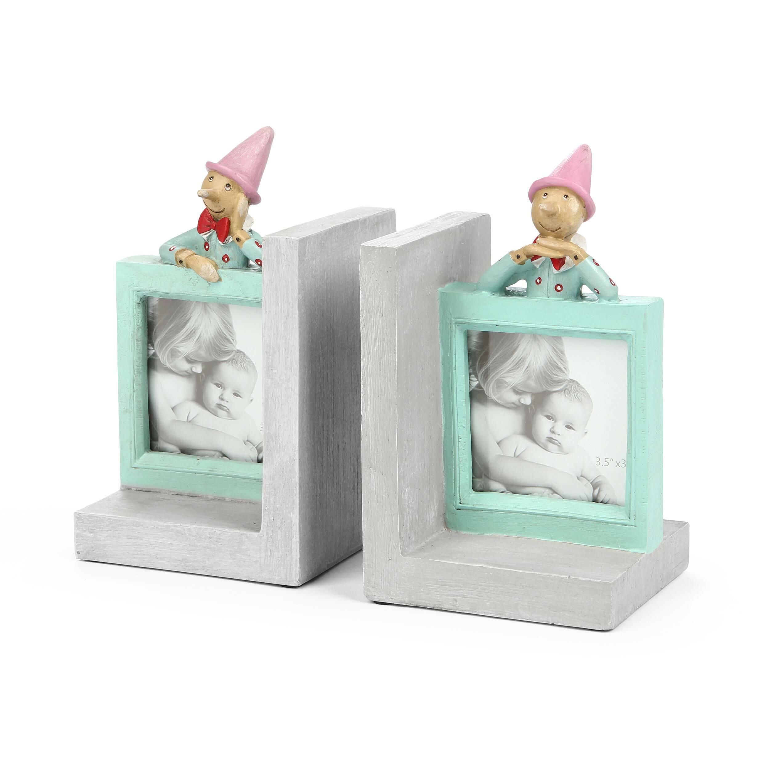 Держатель для книг PinocchioРазное<br>Дизайнерский серо-бирюзовый держатель для книг Pinocchio (Пинокио) от Cosmo (Космо).<br><br> Главные принципы декорирования детской комнаты — экологичность используемых материалов и соответствие украшений вкусам вашего ребенка. Это могут быть изображения любимых героев, предметы, напоминающие о любимых увлечениях, или просто веселые фигурки. Главное — чтобы ребенку нравилась созданная в его комнате атмосфера.<br><br><br> Держатель для книг Pinocchio не только функционально полезная вещь в интерьере де...<br><br>stock: 5<br>Высота: 19.5<br>Ширина: 10.6<br>Материал: Смола<br>Цвет: Голубой<br>Длина: 11.6<br>Цвет дополнительный: Серый