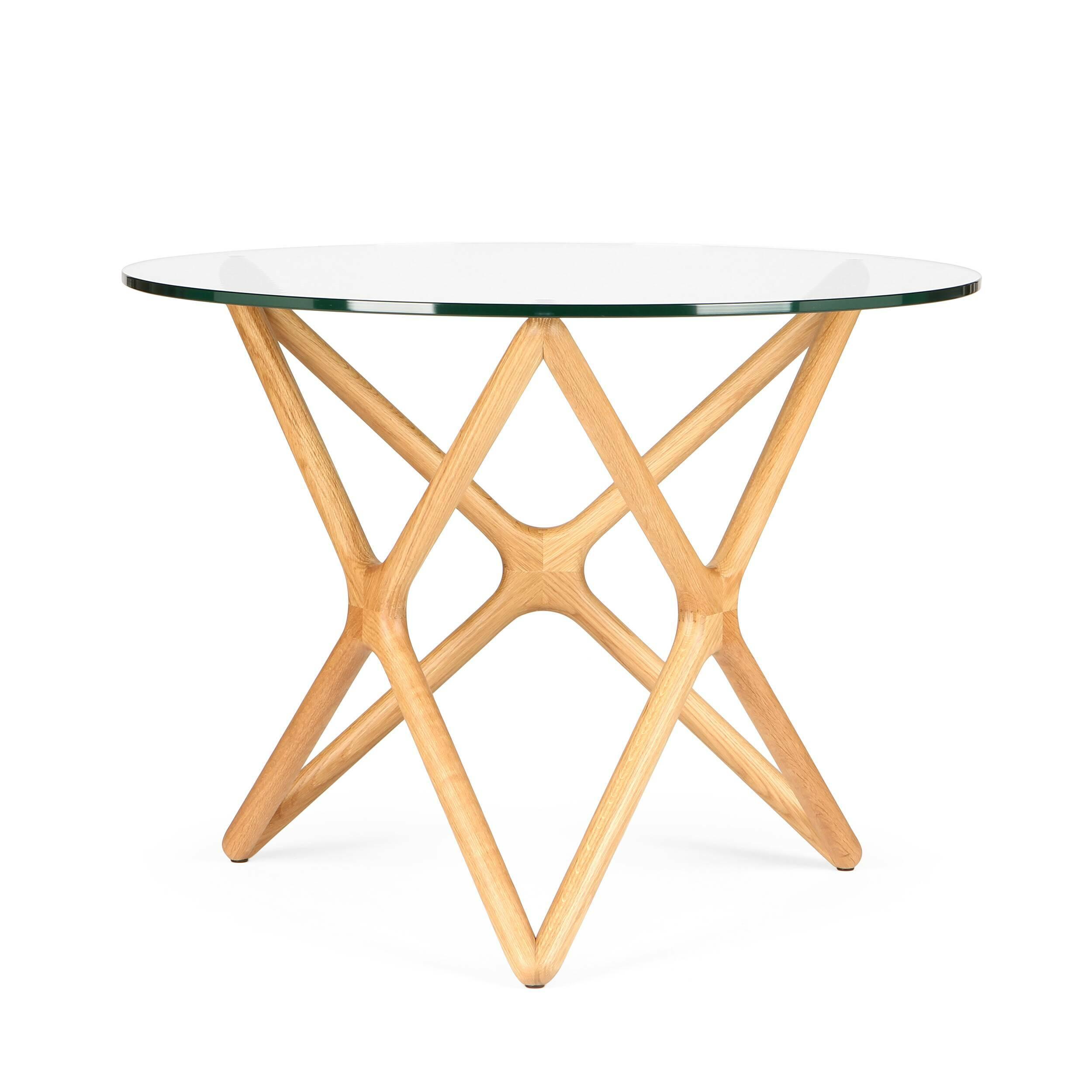 Обеденный стол Triple XОбеденные<br>Дизайнерская креативный обеденный круглый стол Triple X со стеклянной столешницей на деревянных ножках в форме букв X от Cosmo (Космо).Необычная геометрия стола влюбляет в себя с первого взгляда. Кажется, будто живая лиана оплетает стеклянную столешницу. В названии читается особенность конструкции стола. С английского Triple X («Три икс»). Схема конструкции будто составлена из трех английских букв X, циклично соединенных между собой. Сверху же ножки выглядят как пятиконечная звезда. Если смот...<br><br>stock: 2<br>Высота: 75<br>Диаметр: 100<br>Цвет ножек: Белый дуб<br>Цвет столешницы: Прозрачный<br>Материал ножек: Массив дуба<br>Тип материала столешницы: Стекло закаленное<br>Тип материала ножек: Дерево