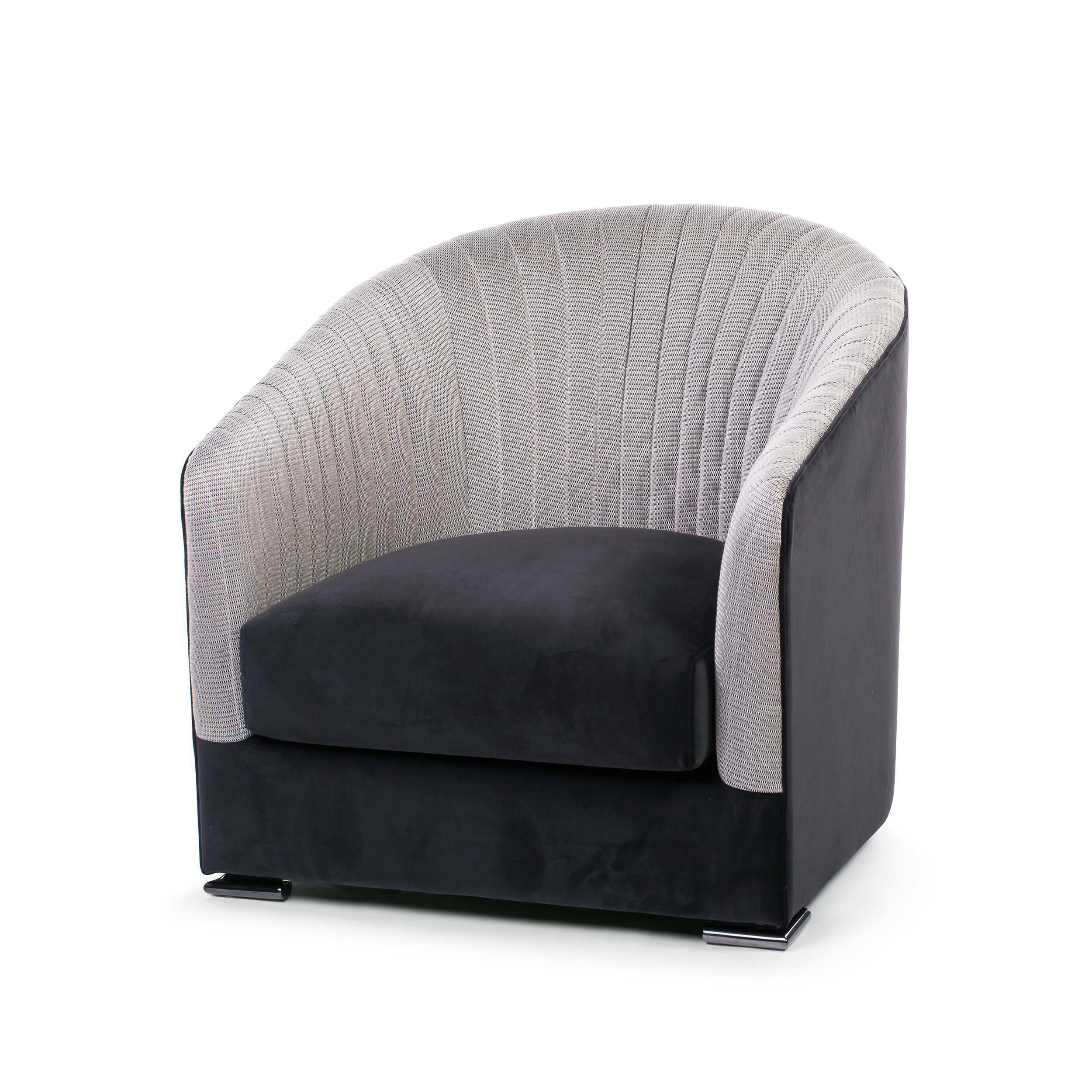 Кресло LucillaИнтерьерные<br>Дизайн кресла Lucilla не часто встретишь в интерьере. Не каждый дизайнер решится взяться за сложный геометрический проект, который также строится на точной симметрии. В данной же модели кресла тщательно продуманы все детали, в частности, это касается и цветовой гаммы. Дизайнерам удалось грамотно собрать оттенки серого в контрастной, но в то же время органичной палитре. <br> <br> Обивка кресла Lucilla выполнена в бархате. Неоспоримым преимуществом этого материала является его роскошный внешний вид...<br><br>stock: 1<br>Высота: 80<br>Высота сиденья: 37<br>Ширина: 80<br>Глубина: 90<br>Цвет ножек: Никель<br>Наполнитель: Пена<br>Материал обивки: Бархат<br>Цвет обивки дополнительный: Бежевый<br>Тип материала обивки: Ткань<br>Тип материала ножек: Сталь нержавеющая<br>Цвет обивки: Черный