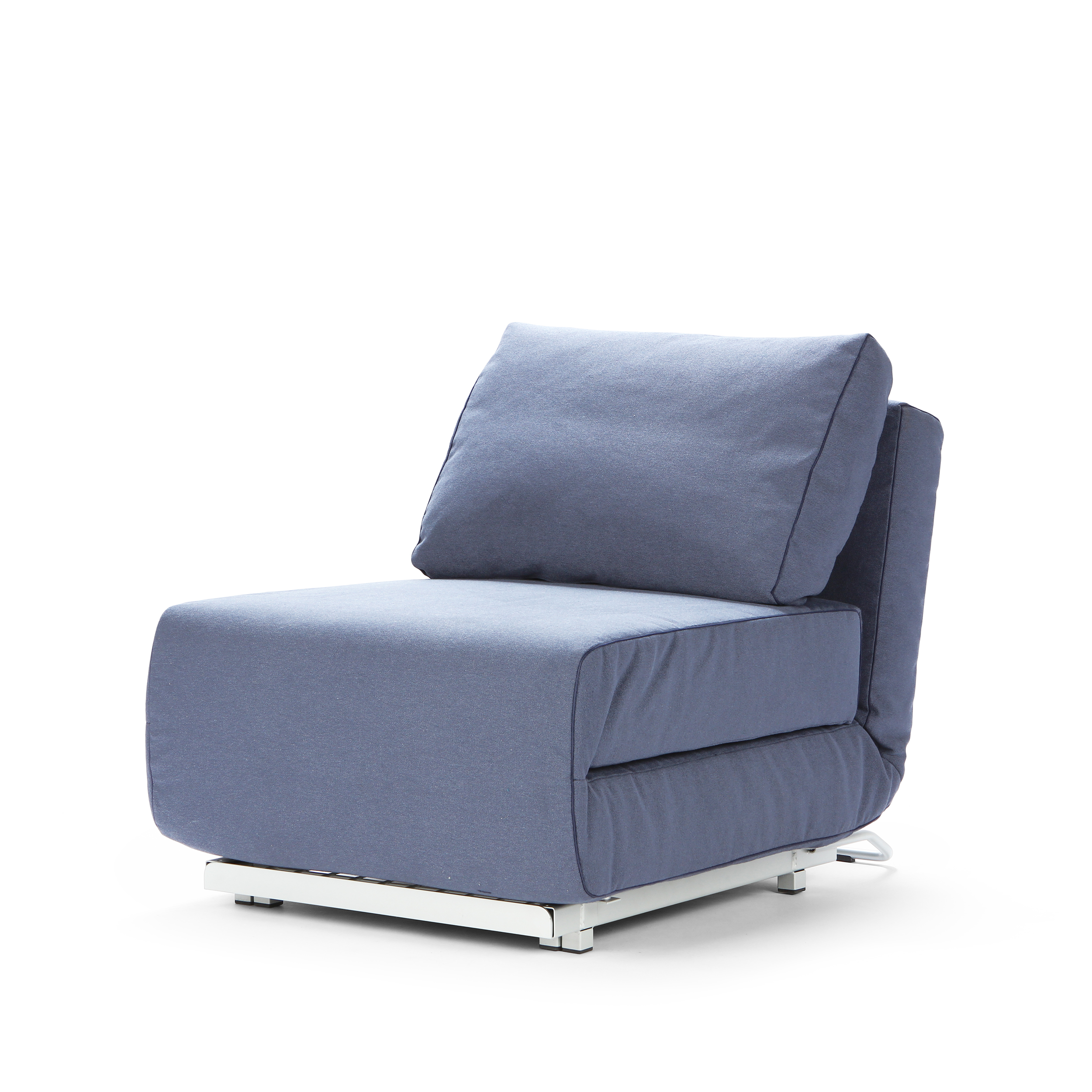 Кресло CityИнтерьерные<br>Дизайнерское компактное раскладываемое прямоугольное кресло-кровать City (Сити) из хлопка, полиэстера от Softline (Софтлайн).<br><br><br><br><br><br><br> Кресло City — это компактная мебель, идеально подходящая для маленьких городских пространств, доступная как собственно кресло, так и как односпальная кровать. Стиль, комфорт — и восемь положений спинки. Кресло входит в состав серии City, состоящей из дивана и кресла.<br><br><br> Оригинальное кресло City создано по эскизам Стине Энгельбрехтсен, известного датс...<br><br>stock: 0<br>Высота: 78<br>Высота сиденья: 41<br>Ширина: 73<br>Глубина: 98<br>Цвет ножек: Хром<br>Материал обивки: Хлопок, Полиэстер<br>Коллекция ткани: Vision<br>Тип материала обивки: Ткань<br>Тип материала ножек: Сталь<br>Цвет обивки: Голубой