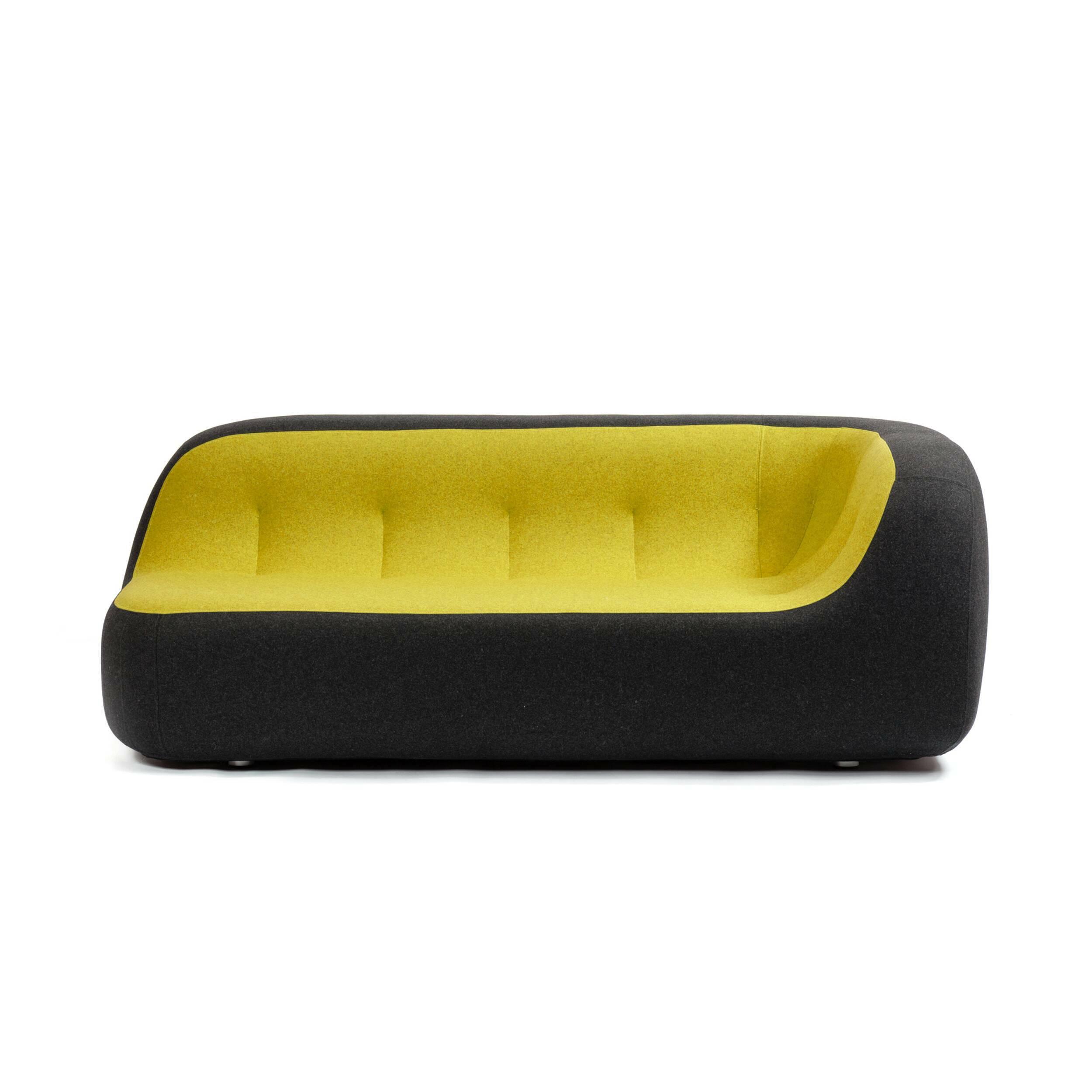 Диван SandДвухместные<br>Дизайнерский яркий креативный минималистичный диван Sand (Сенд) округлой формы от Softline (Софтлайн)<br><br> Диван Sand — это ультрасовременный дизайн, вдохновением для создания которого послужила сама природа. На его создание испанских дизайнеров Хосе Эстебана и Хавьера Морено вдохновила вода, которая в течение долгого времени шлифует и изменяет камни, лежащие на ее пути, и постоянно создает новые формы.<br><br><br> Хосе Эстебан начал свою карьеру в 1992 году сразу в нескольких различных направлениях...<br><br>stock: 0<br>Высота: 71<br>Высота сиденья: 36<br>Глубина: 100<br>Длина: 190<br>Материал обивки: Хлопок, Полиэстер<br>Цвет обивки дополнительный: Желтый<br>Коллекция ткани: Felt<br>Тип материала обивки: Ткань<br>Цвет обивки: Темно-серый