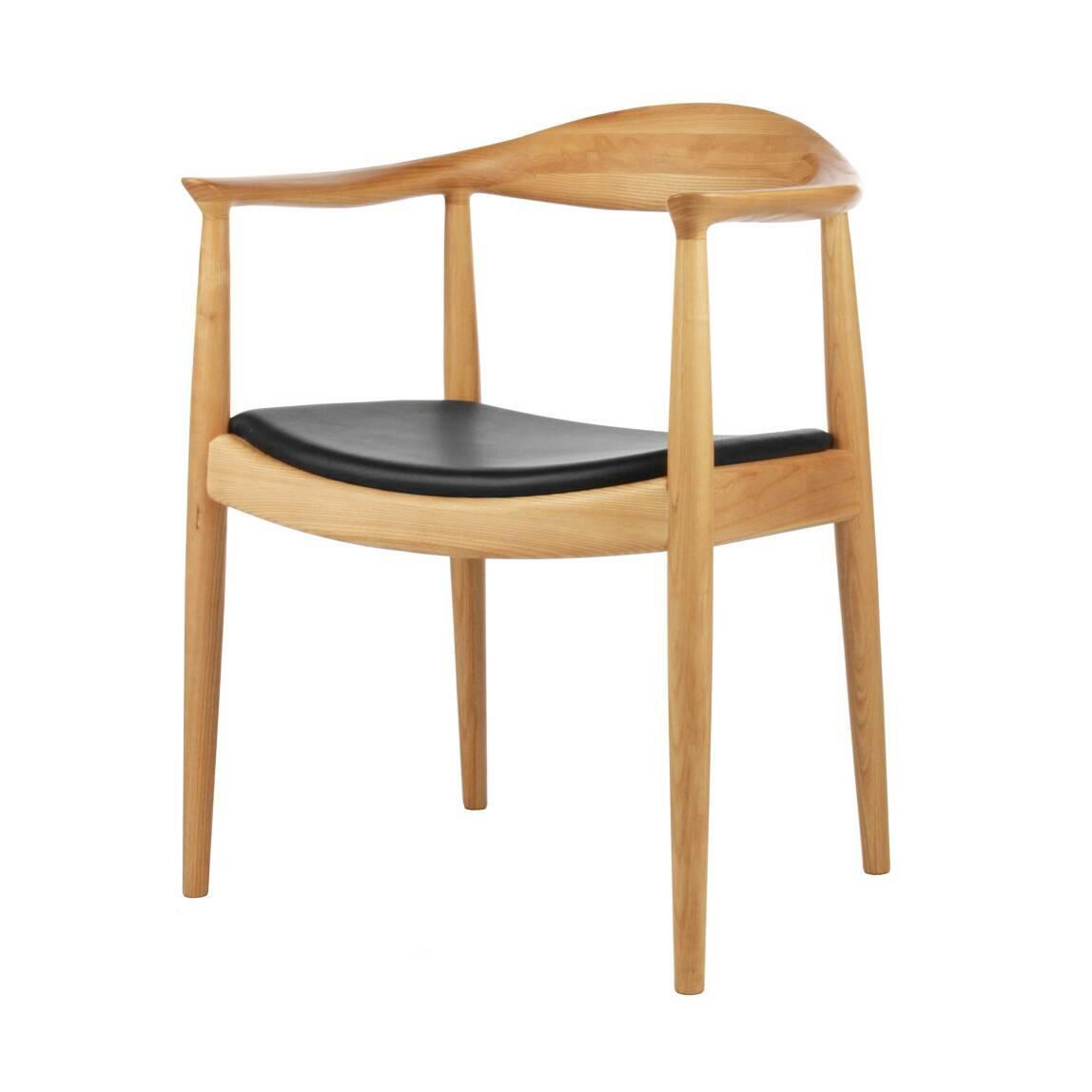 Стул KennedyИнтерьерные<br>Дизайнерский деревянный стул Kennedy (Кеннеди) с низкой спинкой и кожаным сиденьем от Cosmo (Космо).<br><br>     Почувствуйте себя тридцать пятым президентом США Джоном Кеннеди во время жарких предвыборных дебатов с соперником Ричардом Никсоном в прямом эфире канала CBS в 1960 году! Именно на деревянном стуле с сиденьем из зернистой кожи от Ханса Вегнера сидел тогда президент. Гарнитур из 12 стульев привезли из-за океана специально для этого случая, а выбрали их за немаркую элегантность и комфорт...<br><br>stock: 0<br>Высота: 76,5<br>Высота сиденья: 43<br>Ширина: 63<br>Глубина: 51,5<br>Материал каркаса: Массив ясеня<br>Тип материала каркаса: Дерево<br>Цвет сидения: Черный<br>Тип материала сидения: Кожа<br>Коллекция ткани: Standart Leather<br>Цвет каркаса: Светло-коричневый