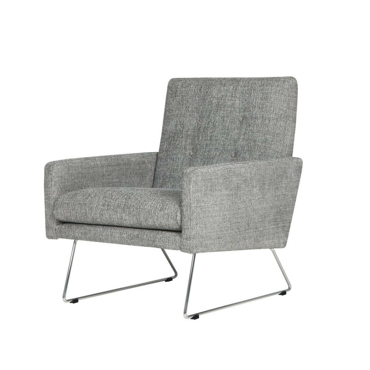 Кресло MaxИнтерьерные<br>Дизайнерское широкое удобное кресло Max (Макс) на металлических ножках от Sits (Ситс).<br><br><br> Строгие шведские черты в сочетании с современными веяниями в дизайне интерьера дают великолепный результат: разработанное ведущими дизайнерами мебельной компании Sits кресло Max сумеет интегрироваться практически в любой тип помещения. Строгие формы подлокотников и спинки, сочетаясь с высокими стальными ножками, дают простор для творчества в окружающей такую мебель обстановке.<br><br><br> Кресло Max<br>им...<br><br>stock: 0<br>Высота: 83<br>Высота сиденья: 43<br>Ширина: 68<br>Глубина: 80<br>Цвет ножек: Хром<br>Материал обивки: Полиэстер<br>Степень комфортности: Стандарт комфорт<br>Форма подлокотников: Стандарт<br>Коллекция ткани: Категория ткани III<br>Тип материала обивки: Ткань<br>Тип материала ножек: Металл<br>Цвет обивки: Серый