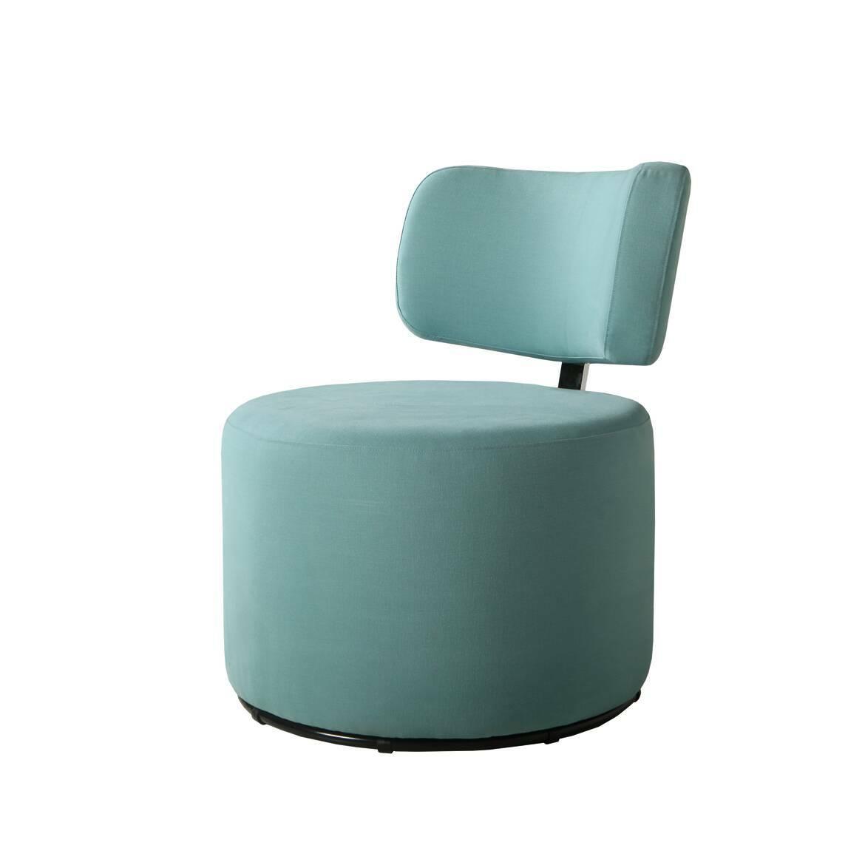 Кресло MokkaИнтерьерные<br>Дизайнерское яркое кресло-пуфик Mokka (Мокка) со спинкой на низких ножках в стиле минимализма от Sits (Ситс).<br><br><br> Любите минимализм и легкие черты в оформлении помещения и в то же время цените уникальный стиль и интересный дизайн мебели? Дизайнеры компании Sits разработали необычное кресло, которое порадует вас не только своим внешним видом, но и необычайным удобством. Кресло цилиндрической формы с удобной, анатомической формы спинкой.<br><br><br> Кресло Mokka<br>имеет чехол, изготовленный из п...<br><br>stock: 0<br>Высота: 76<br>Высота сиденья: 42<br>Ширина: 61<br>Глубина: 68<br>Цвет ножек: Черный<br>Материал обивки: Хлопок<br>Степень комфортности: Стандарт комфорт<br>Коллекция ткани: Категория ткани II<br>Тип материала обивки: Ткань<br>Тип материала ножек: Металл<br>Цвет обивки: Бирюзовый