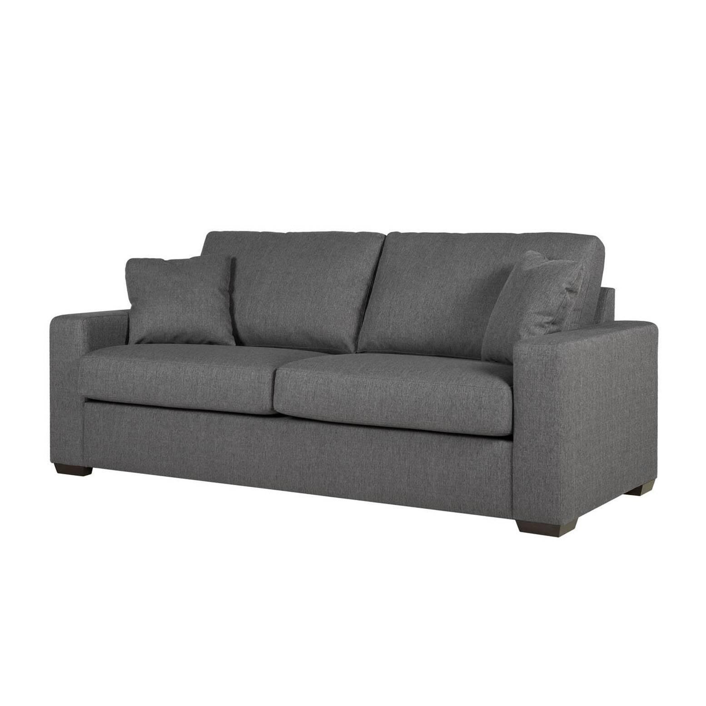 Диван PhoenixТрехместные<br>Дизайнерский диван Phoenix (Феникс) со стандартными подлокотниками и с тканевой обивкой от Sits (Ситс).<br> Диван Phoenix<br>известной мебельной компании Sits выполнен в лучших традициях строгой классики. Элегантные формы дивана ненавязчиво демонстрируют простой утонченный дизайн, способный легко вписаться в общий интерьер практически любой комнаты. Диван имеет небольшие размеры, удобные мягкие сиденье и спинку, а также для большего удобства и привлекательности дополнен маленькими декоративными ...<br><br>stock: 0<br>Высота: 86<br>Высота сиденья: 46<br>Глубина: 90<br>Длина: 195<br>Цвет ножек: Черный<br>Материал обивки: Полиэстер<br>Степень комфортности: Стандарт комфорт<br>Форма подлокотников: Стандарт<br>Коллекция ткани: Категория ткани А<br>Тип материала обивки: Ткань<br>Тип материала ножек: Дерево<br>Цвет обивки: Темно-серый