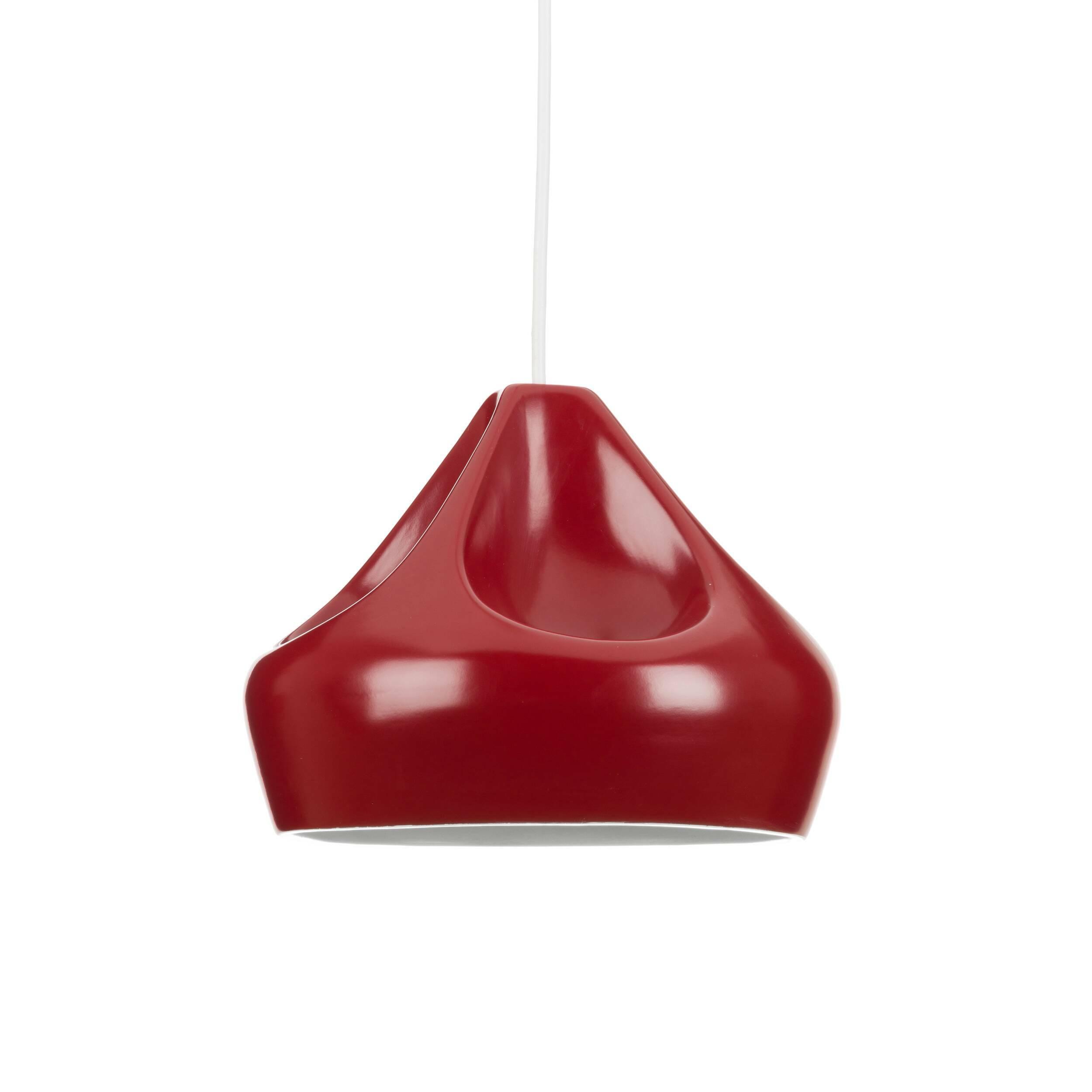 Подвесной светильник Miranda диаметр 24Подвесные<br>Коллекция ламп Pleat Box является результатом творчества дизайнера Хавьера Маньосы. Абажуры были сделаны в виде морщинистой ткани. Лампы доступны в различных цветах (золото, серебро, черный, красный и серый). <br> <br> Задумываясь об оформлении интерьера в современном стиле, не нужно изобретать колесо — существуют стили, которые одинаково уютны и современны, а также обязательно удовлетворят и искушенных, и неопытных в дизайне людей. Скандинавский стиль как раз столь лаконичен, сколь современе...<br><br>stock: 9<br>Высота: 150<br>Диаметр: 23,5<br>Количество ламп: 1<br>Материал абажура: Керамика<br>Мощность лампы: 40<br>Ламп в комплекте: Нет<br>Напряжение: 220<br>Тип лампы/цоколь: E27<br>Цвет абажура: Красный
