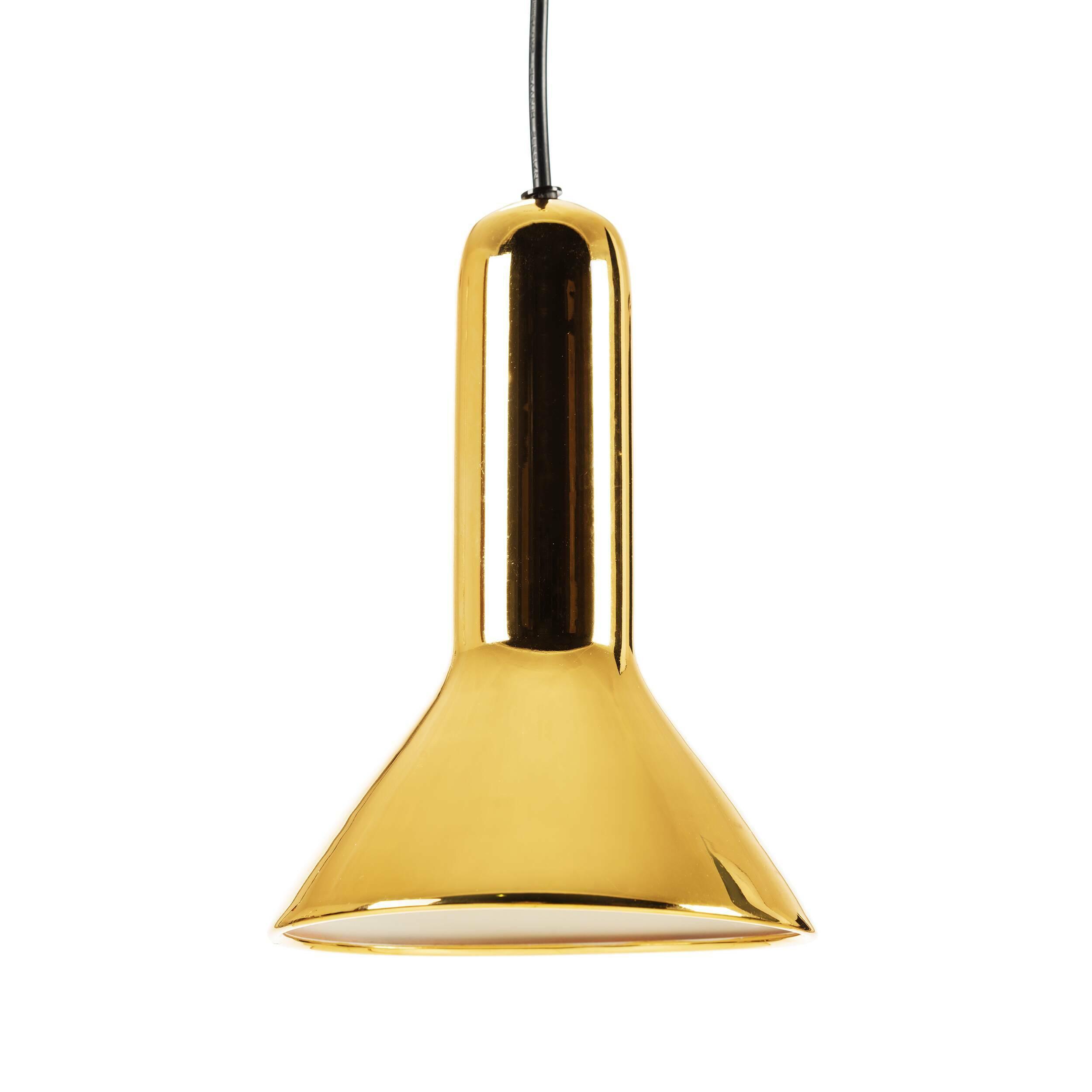 Подвесной светильник Torch ConeПодвесные<br>Своему названию Torch (в переводе с английского «факел») светильник обязан прежде всего своей форме, которая действительно напоминает перевернутый факел. Но на самом деле на его создание талантливого бельгийского дизайнера Сильвена Вилленза вдохновило совсем не это, а… фары автомобиля. Многое в конструкции заимствовано именно оттуда.<br><br><br> Универсальный цвет и блеск стали — то, что позволяет этому осветительному прибору вписаться в разнообразные интерьеры. Подвесной светильник Torch Cone...<br><br>stock: 0<br>Высота: 120<br>Диаметр: 15<br>Количество ламп: 1<br>Материал абажура: Сталь<br>Мощность лампы: 25<br>Ламп в комплекте: Нет<br>Напряжение: 220<br>Тип лампы/цоколь: E27<br>Цвет абажура: Золотой