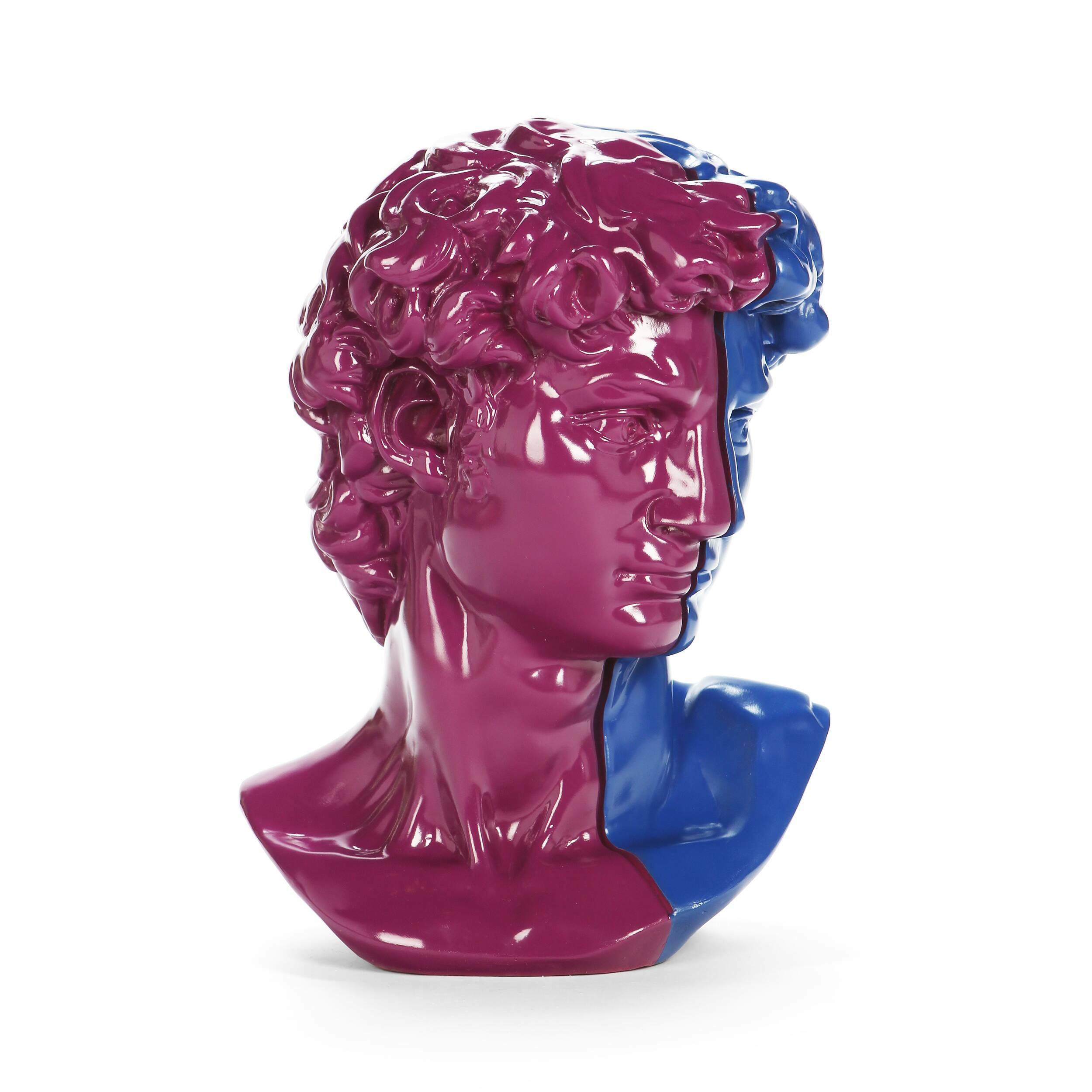 Статуэтка Antinous пурпурно-синяяНастольные<br>Дизайнерская высокая сине-фиолетовая статуэтка Antinous (Антинус) из полистоуна в форме бюста Антиноя от Cosmo (Космо).Оригинальная статуэтка Antinous пурпурно-синяя — экставагантно, но стильно! <br> <br> Этот предмет декора, как и прочие «собратья» в других цветовых исполнениях, популярные гости многих столичных заведений. Они украшают фойе гостиниц и обеденные залы некоторых ресторанов. В таком варианте не возникает сомнений: перед вами стиль китч. Как и многие современные направления в интерье...<br><br>stock: 1<br>Высота: 59<br>Ширина: 39<br>Материал: Полистоун<br>Цвет: Фиолетовый<br>Длина: 45<br>Цвет дополнительный: Синий