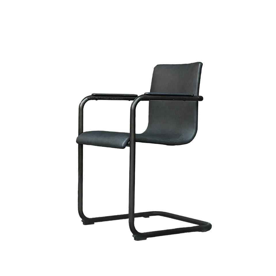 Стул Тампере  (FC8580/RT82)Интерьерные<br>ROOMERS – это особенная коллекция, воплощение всего самого лучшего, модного и новаторского в мире дизайнерской мебели, предметов декора и стильных аксессуаров.<br>Интерьерные решения от ROOMERS – всегда актуальны, более того, они - на острие моды. Коллекции ROOMERS тщательно отбираются и обновляются дважды в год специально для вас.<br><br>stock: 37<br>Высота: 82<br>Ширина: 56<br>Материал: каркас металл, обивка кожа<br>Цвет: Grey<br>Длина: 50<br>Ширина: 56<br>Высота: 82<br>Длина: 50