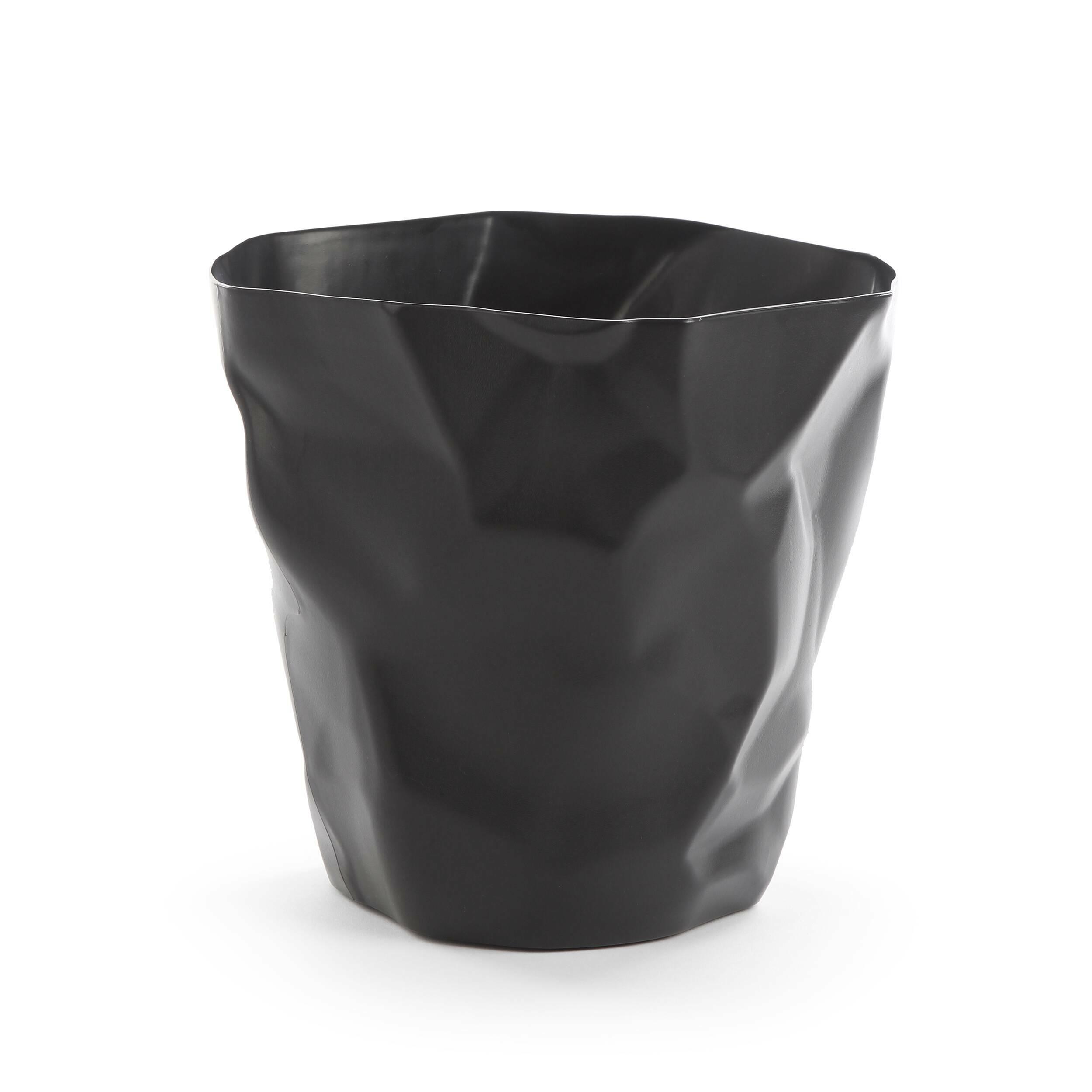 Мусорная корзина CrumpleРазное<br>Дизайнерская мусорная однотонная корзина Crumple (Крампл) из полипропилена от Cosmo (Космо).<br><br>     Видно, дизайнер, разрабатывавший конструкцию этой корзины, долго не мог придумать, какой она будет в конечном итоге. Сделав очередной набросок, он смял его в комок — и получил отличную идею мусорной корзины Crumple! <br><br><br>     Эта забавная мусорная корзина идеально подойдет для творческих студий и дизайнерских бюро. Она изготовлена из легкого долговечного материала, полипропилена, благодаря че...<br><br>stock: 9<br>Высота: 30<br>Ширина: 32<br>Диаметр: 20<br>Тип материала каркаса: Полипропилен<br>Цвет каркаса: Черный