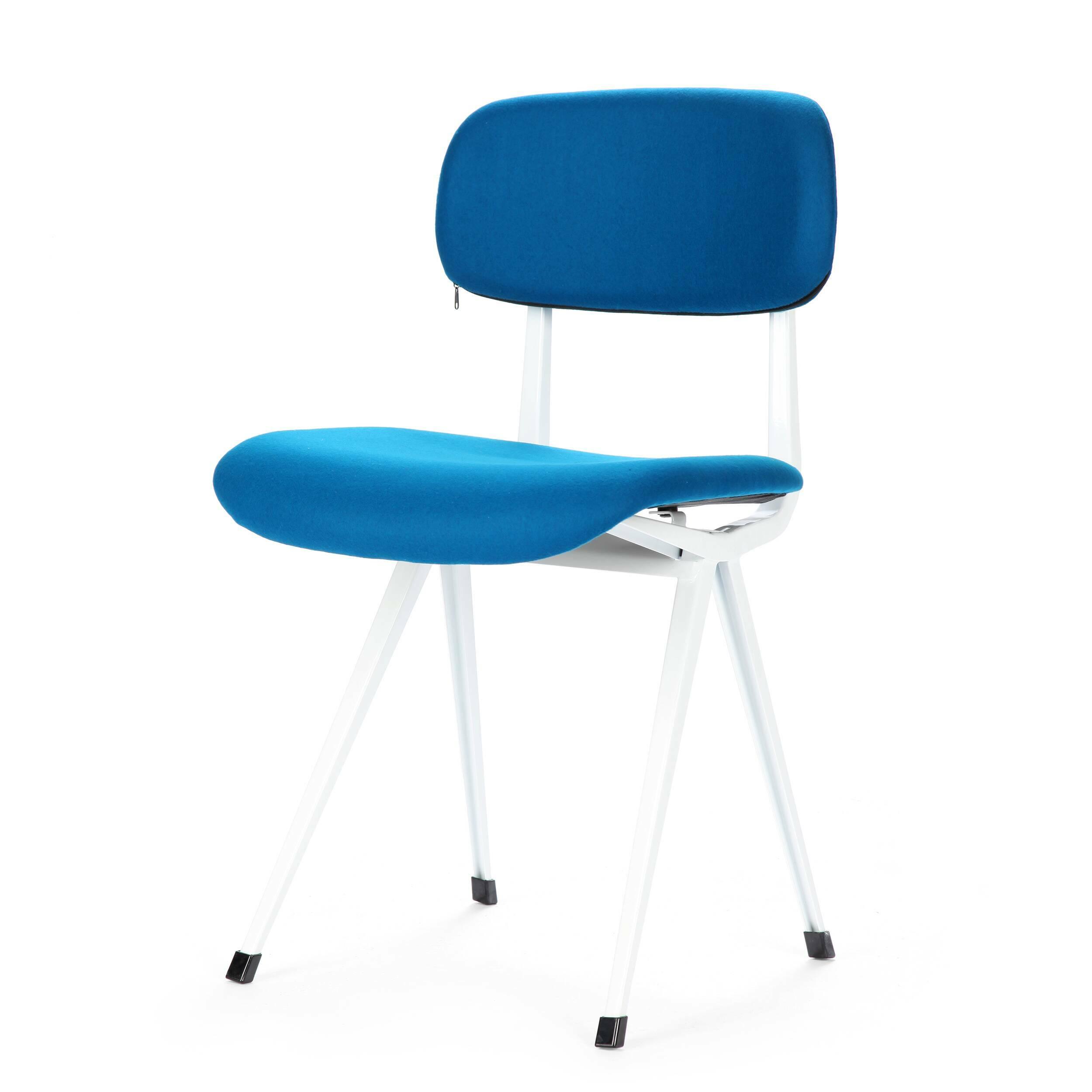 Стул MadewellИнтерьерные<br>Дизайнерский яркий темно-синий стул Madewell (Мэдвел) с тканевой обивкой на стальном каркасе от Cosmo (Космо).<br><br>stock: 9<br>Высота: 80<br>Ширина: 48<br>Глубина: 46<br>Тип материала каркаса: Сталь<br>Цвет сидения: Темно-синий<br>Тип материала сидения: Ткань<br>Цвет каркаса: Белый