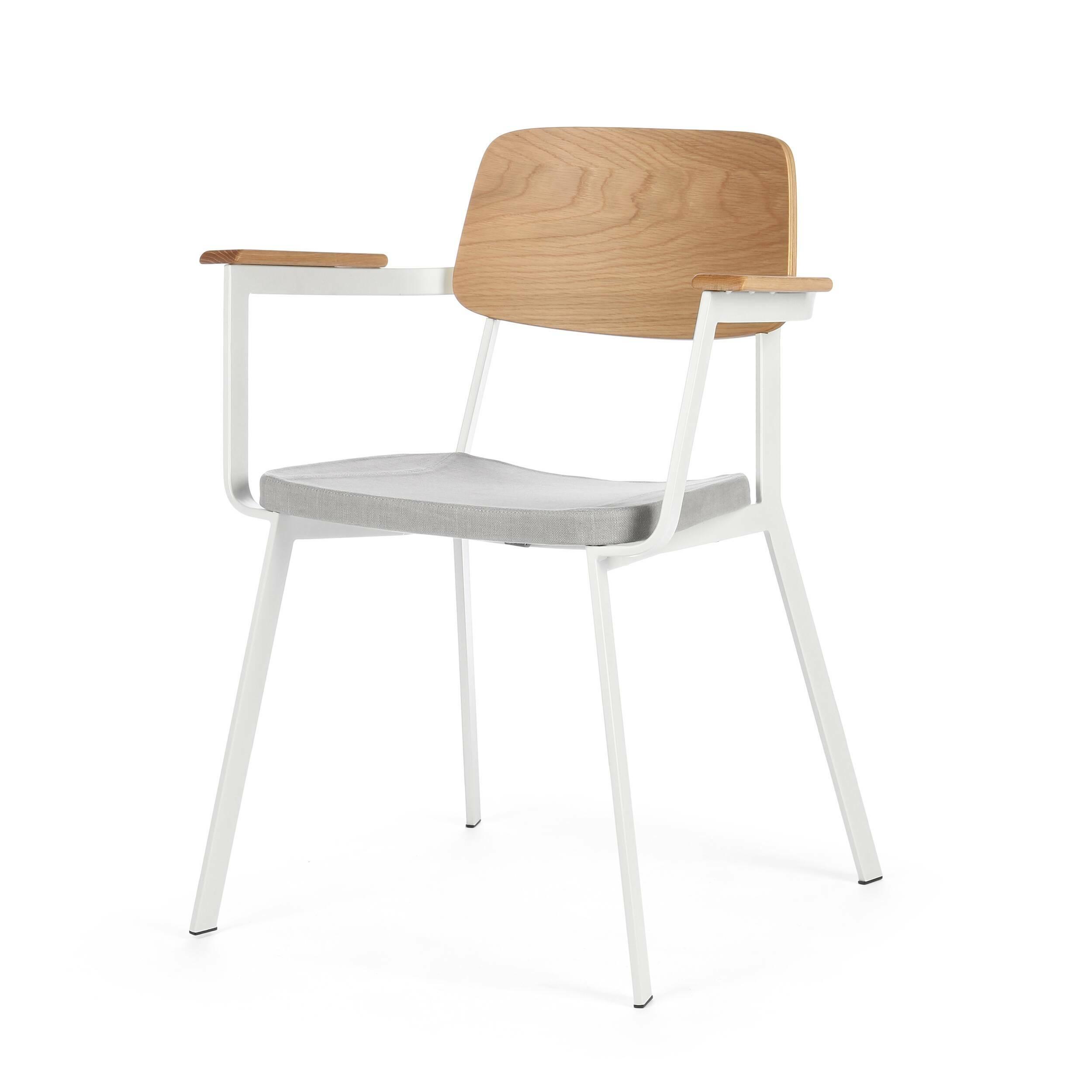 Стул Gauge с подлокотникамиИнтерьерные<br>Дизайнерский легкий стул Gauge (Гаудж) с подлокотниками из металла и дерева с мягким сиденьем от Cosmo (Космо).<br><br> Стул Gauge с подлокотниками — это отличный вариант дизайнерской функциональной мебели для современного типа интерьеров. Стул отличается легкой и простой формой и отсутствием лишних деталей — то что надо, чтобы дополнить интерьер и не перегружать его излишним декором или цветовыми сочетаниями. На выбор предлагаются два цветовых варианта: элегантное сочетание черной кожи и благоро...<br><br>stock: 1<br>Высота: 80<br>Высота сиденья: 45<br>Ширина: 63<br>Глубина: 53<br>Цвет спинки: Дуб<br>Материал спинки: Фанера, шпон дуба<br>Тип материала каркаса: Сталь<br>Материал сидения: Хлопок, Лен<br>Цвет сидения: Светло-серый<br>Тип материала спинки: Дерево<br>Тип материала сидения: Ткань<br>Коллекция ткани: Ray Fabric<br>Цвет каркаса: Белый