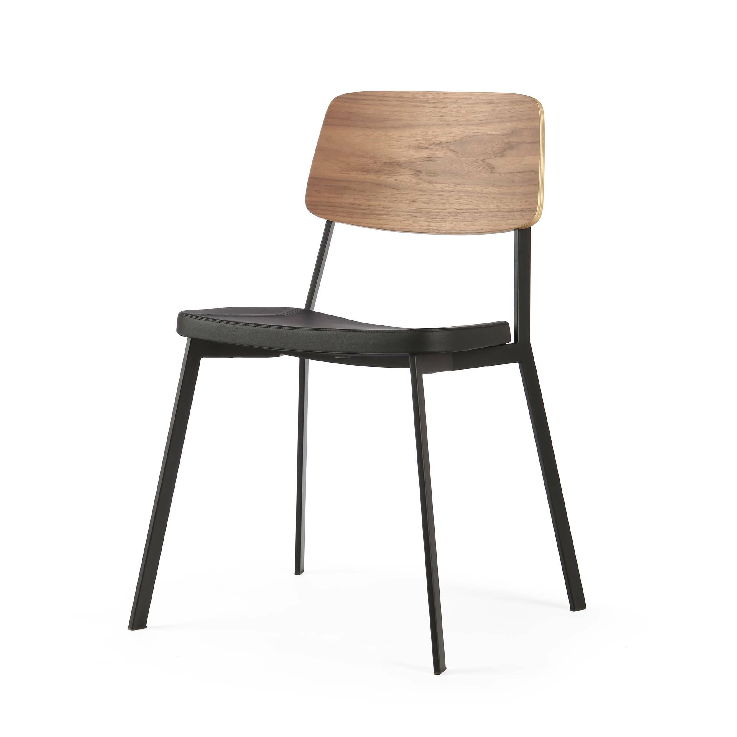 Стул GaugeИнтерьерные<br>Дизайнерский стул Gauge (Гаудж) стандартной формы на металлическом каркасе с деревянной спинкой и мягким сиденьем от Cosmo (Космо).<br><br>     Стильная мебель — это показатель отличного вкуса и любви ко всему прекрасному. Дизайнерский интерьер — это настоящее искусство, которое привносит в нашу жизнь красоту и разнообразит наш быт. Стул Gauge — это замечательное творение западных дизайнеров, которое гармонично сочетает в себе современный стиль и необыкновенное удобство и функциональность. Это из...<br><br>stock: 13<br>Высота: 80<br>Высота сиденья: 45<br>Ширина: 50,5<br>Глубина: 53<br>Цвет спинки: Орех<br>Материал спинки: Фанера, шпон ореха<br>Тип материала каркаса: Сталь<br>Материал сидения: Полиуретан<br>Цвет сидения: Черный<br>Тип материала спинки: Дерево<br>Тип материала сидения: Кожа искусственная<br>Коллекция ткани: Premium Grade PU<br>Цвет каркаса: Черный