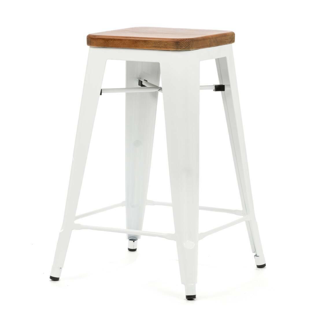 Барный стул Marais Color 1Полубарные<br>Хорошая мебель — это мебель стильная, удобная и надежная, простая в уходе. Так размышлял Ксавье Пошар, французский дизайнер ХХ века, и разработал целую серию предметов мебели, отвечающую этим запросам. Представляем вам барный стул Marais Color 1 с сиденьем из натурального дерева.<br><br><br> Тонкая гальванизированная сталь с порошковым напылением отлично воспринимает лакокрасочное покрытие, позволяя разнообразить палитру цветов, к тому же она очень долговечна. Продуманный дизайн предмета обесп...<br><br>stock: 11<br>Высота: 65<br>Ширина: 44<br>Ширина сиденья: 30<br>Глубина: 44<br>Глубина сиденья: 30<br>Тип материала каркаса: Сталь<br>Материал сидения: Массив ореха<br>Цвет сидения: Орех<br>Тип материала сидения: Дерево<br>Цвет каркаса: Белый