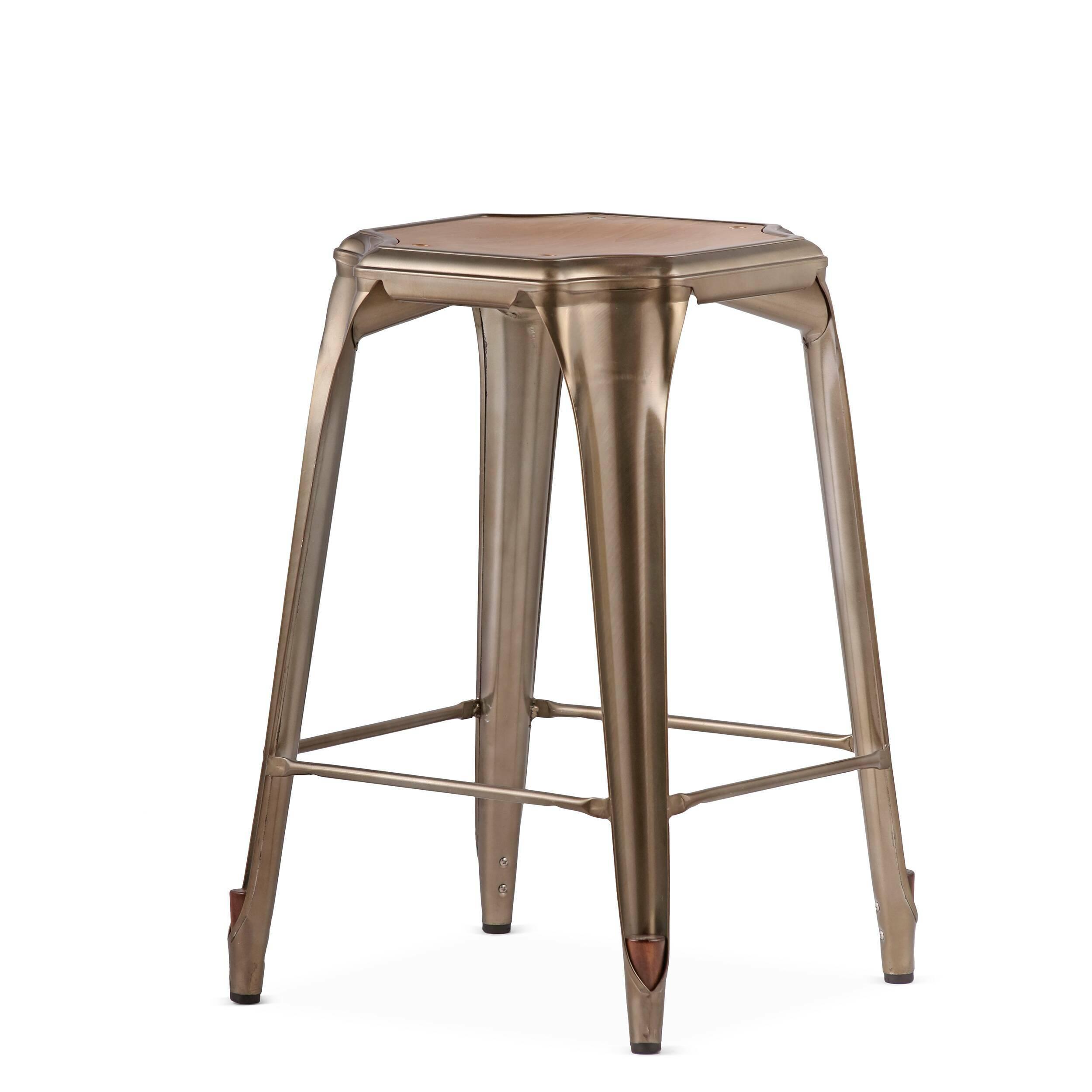 Барный стул Marais Vintage WoodПолубарные<br>Барный стул Marais Vintage Wood — олицетворение винтажного стиля, его грациозные линии создают ощущение легкости и невесомости. Несмотря на хрупкий вид, этот предмет мебели невероятно прочен и долговечен. Высококачественный металл, обработанный методом гальванизации, выдерживает самые агрессивные условия окружающей среды. Не случайно модель не утратила актуальности с начала ХХ века, именно тогда бургундский промышленник Ксавье Пошар придумал покрывать железные изделия расплавленным цинком ...<br><br>stock: 22<br>Высота: 65<br>Ширина: 44<br>Глубина: 44<br>Тип материала каркаса: Сталь<br>Материал сидения: Массив ореха<br>Цвет сидения: Орех<br>Тип материала сидения: Дерево<br>Цвет каркаса: Бронза пушечная