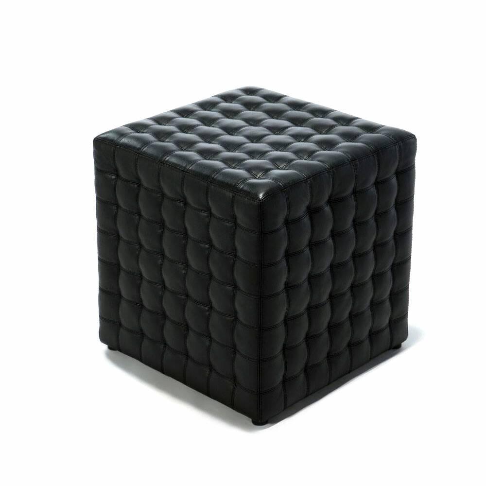 Оттоманка CubeПуфы и оттоманки<br>Бессмертная форма, воплощенная в классическом предмете мебели. Последняя точка в оформлении любого интерьера.<br> <br> Оттоманка Cube — универсальный предмет интерьера, которому также легко придумать и другое применение. Например, ее можно использовать как пуф. Ее необычный дизайн — это микс классики и современности. Представить пуф с кожаной обивкой несложно, но правильная геометрическая форма изделия в сочетании с материалом — это настоящий сюрприз. Оттоманка Cube не раз оказывалась героиней те...<br><br>stock: 0<br>Высота: 45<br>Ширина: 44,5<br>Глубина: 44,5<br>Цвет сидения: Черный<br>Тип материала сидения: Кожа