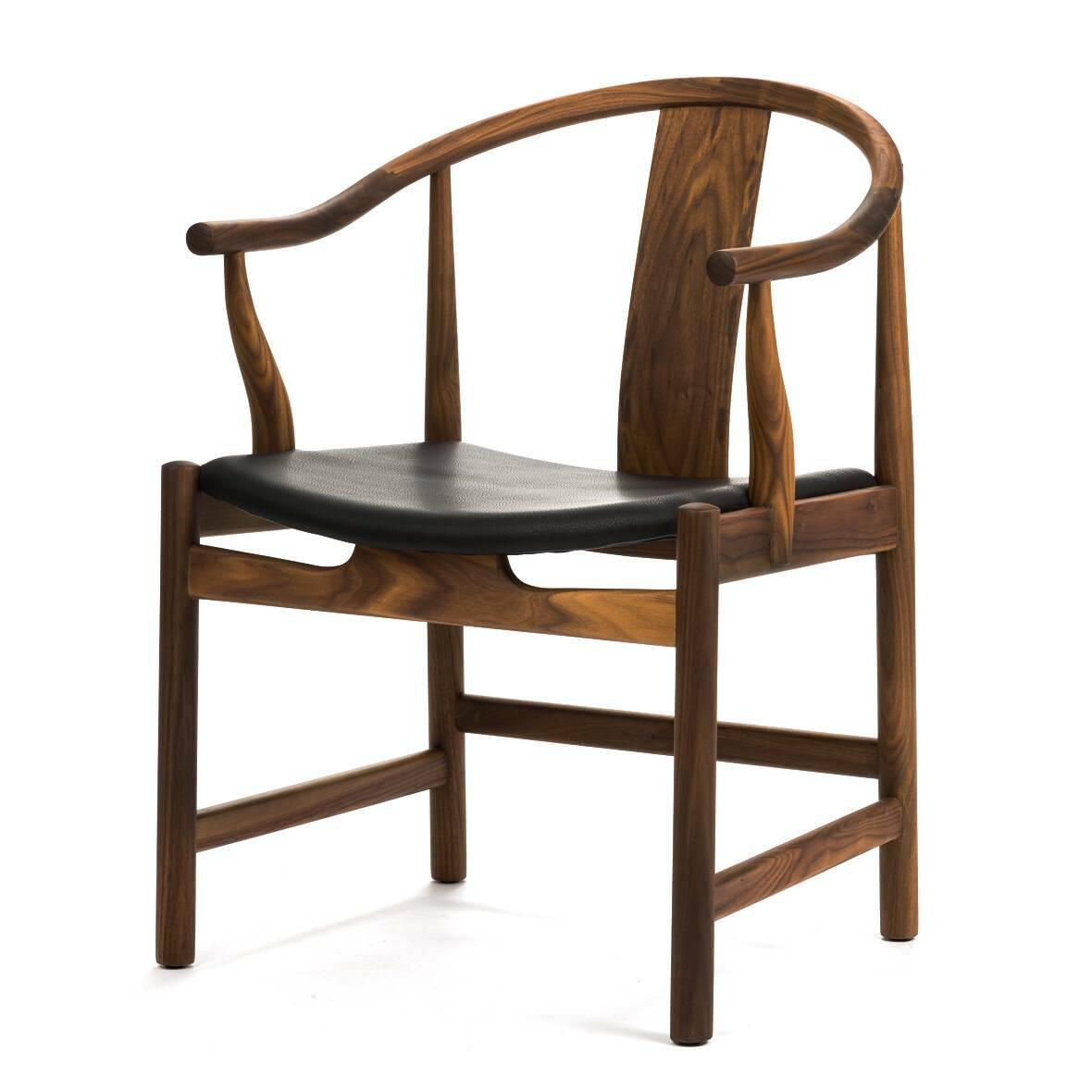 Стул  CirceИнтерьерные<br>Дизайнерское интерьерное кресло-стул Circe (Сирке) из дерева с кожаным сиденьем от Cosmo (Космо).<br><br><br> Стул Circe будет смотреться одинаково эффектно и в доме с современным дизайном, и в деловой обстановке вашего офиса, и вообще в любом месте, куда вы хотите привнести атмосферу утонченной роскоши и стиля. Невероятно красивый и утонченный, этот стул прекрасно отражает дизайнерский почерк своего создателя.<br><br><br> В стуле Circe идеально сочетаются изящность формы и функциональность. Оригинальн...<br><br>stock: 0<br>Высота: 79<br>Высота сиденья: 43<br>Ширина: 58<br>Глубина: 58<br>Материал каркаса: Массив ореха<br>Тип материала каркаса: Дерево<br>Цвет сидения: Черный<br>Тип материала сидения: Кожа<br>Коллекция ткани: Standart Leather<br>Цвет каркаса: Орех