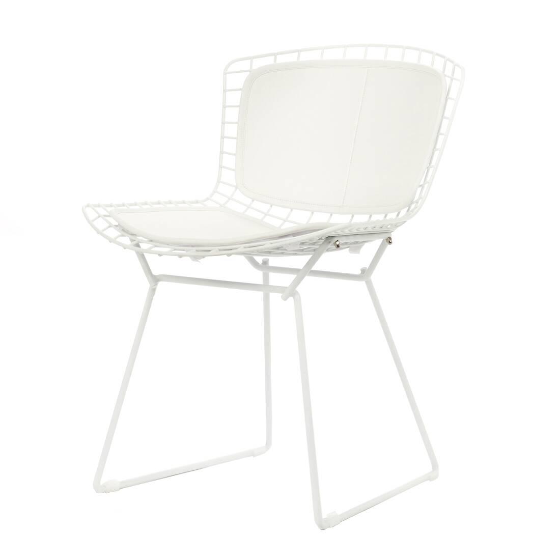Стул Bertoia Side кожаный PremiumИнтерьерные<br>Дизайнерский креативный стул Bertoia Side Premium (Бертола Сайд Премиум) из металлических прутьев с кожаным сиденьем и спинкой от Cosmo (Космо).<br><br> Стул Bertoia Side кожаный Premium разработан в 1952 году дизайнером Гарри Бертойей и был частью его коллекции. Это икона современного дизайна середины прошлого века. <br><br><br>     Филигранные и хрупкие на вид, эти удобные и просторные стулья изготовлены из стальных стержней. В своем творчестве Бертойя экспериментировал с металлическими формами, и эт...<br><br>stock: 0<br>Высота: 74<br>Высота сиденья: 44<br>Ширина: 52,5<br>Глубина: 58<br>Тип материала каркаса: Сталь нержавеющя<br>Цвет сидения: Белый<br>Тип материала сидения: Кожа<br>Коллекция ткани: Standart Leather<br>Цвет каркаса: Белый