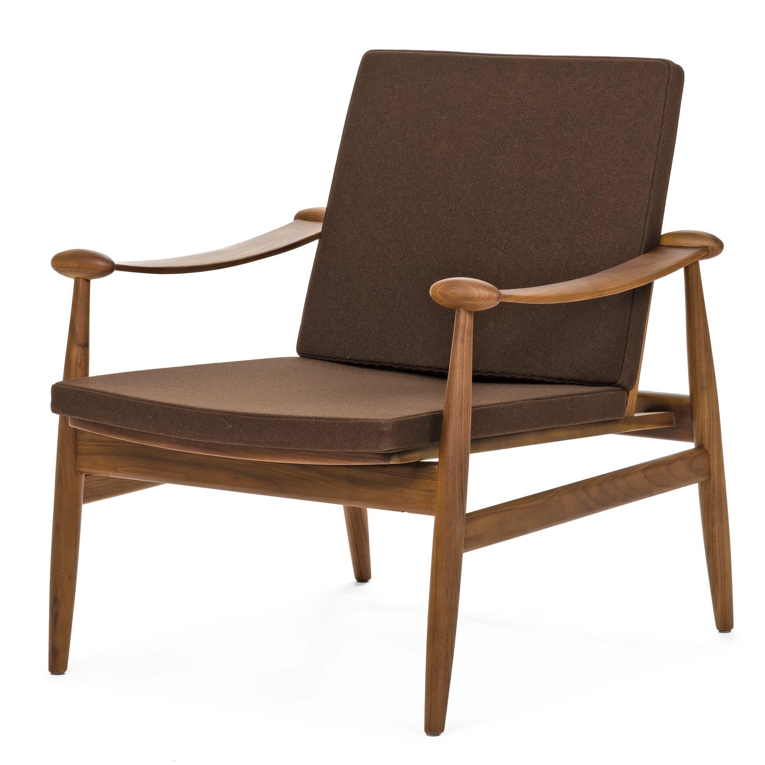Кресло SpadeИнтерьерные<br>Дизайнерское легкое классическое кресло Spade (Спейд) с деревянным каркасом от Cosmo (Космо).<br><br><br> Кресло для отдыха с подлокотниками с простым и современным дизайном.<br><br><br> Кресло Spade первоначально было разработано в 1954 году. Это была первая работа Финна Юля, датского дизайнера, новатора своего времени. Настоящий датский шедевр ручной работы, предназначенный для массового производства. Кресло Spade создано по лекалам, в которые идеально вписывается человеческое тело, что делает кресл...<br><br>stock: 0<br>Высота: 79,5<br>Высота сиденья: 39<br>Ширина: 74<br>Глубина: 79<br>Материал каркаса: Массив ореха<br>Материал обивки: Шерсть, Нейлон<br>Тип материала каркаса: Дерево<br>Коллекция ткани: T Fabric<br>Тип материала обивки: Ткань<br>Цвет обивки: Коричневый<br>Цвет каркаса: Орех американский