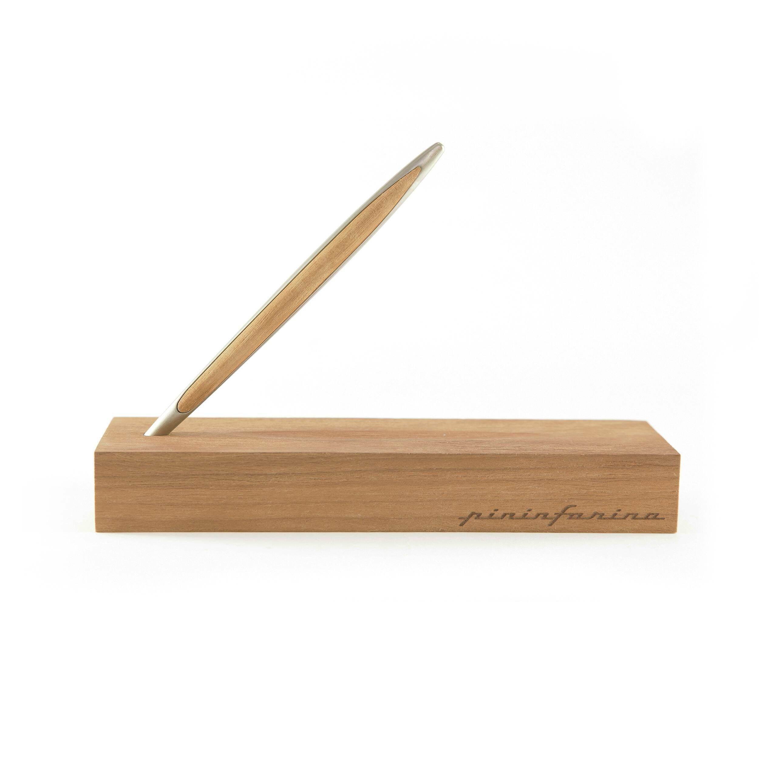 Вечный карандаш с подставкой-футляром Napkin Forever Pininfarina Cambiano KauriРазное<br>Вечный карандаш с подставкой-футляром Napkin Forever Pininfarina Cambiano Kauri. Лимитированное специальное издание из древесины каури, включает деревянную подставку-футляр.<br><br> Идея создания вечного карандаша уходит своими корнями в прошлое и обращает наши взоры в будущее. В Средние века, задолго до изобретения карандаша, художники пользовались металлическими наконечниками для рисования на специально подготовленной и обработанной бумаге. Эта техника была известна как Silverpoint. Техника Si...<br><br>stock: 0<br>Материал: Древесина Каури<br>Длина: 16.5