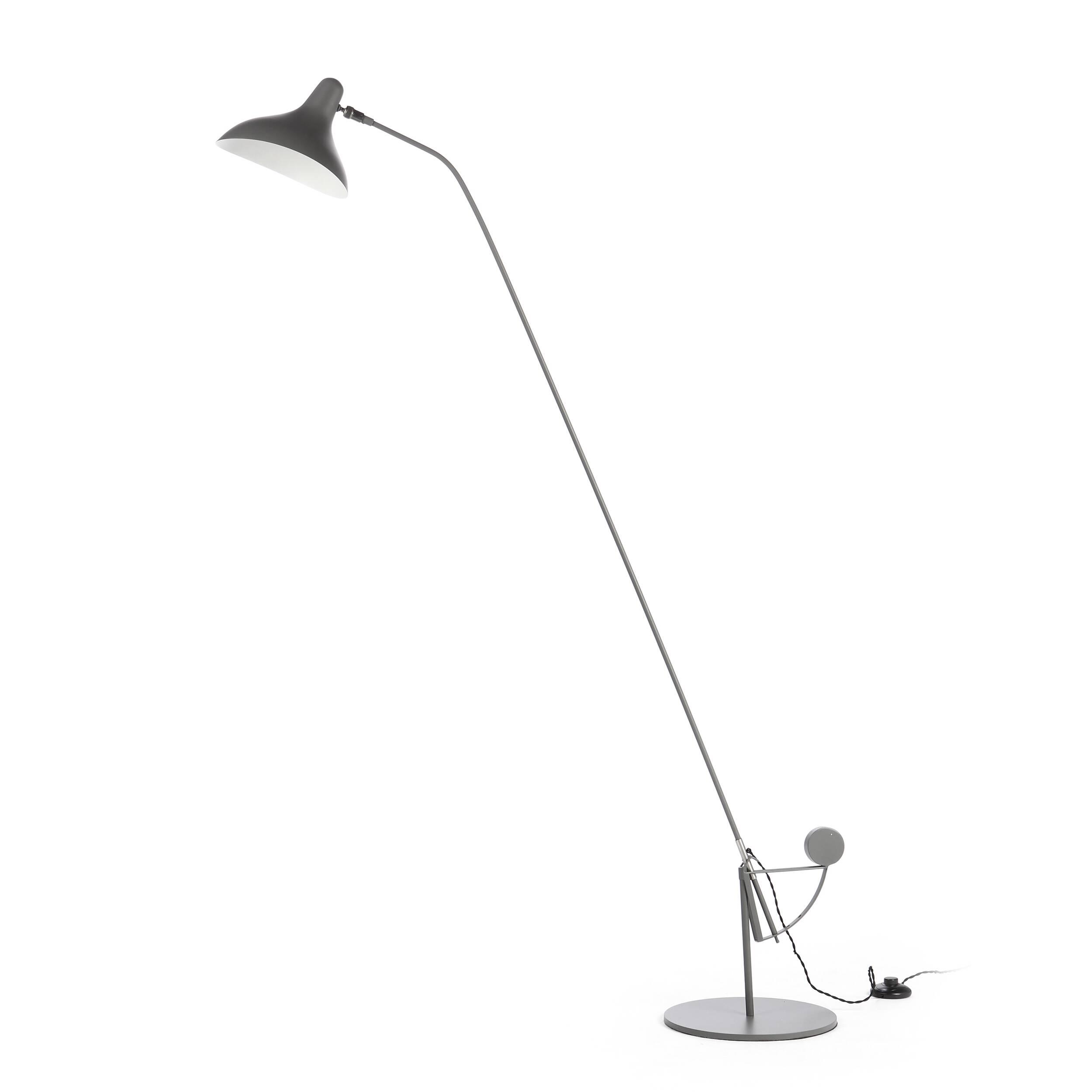 Напольный светильник MantisНапольные<br>Напольный светильник Mantis — это работа дизайнера Бернарда Шоттландера, которую он создал в 1951 году. Сам художник считает себя «дизайнером интерьеров и скульптором экстерьеров», поэтому его известный «богомол» (так переводится название светильника), может настраиваться по высоте и сгибу в зависимости от нужд владельца.<br><br><br> Настраиваемый функционал — одно из главных достоинств этого светильника. Очень удобно иметь возможность направить свет так, чтобы он падал под идеальным углом, или...<br><br>stock: 1<br>Высота: 170<br>Диаметр: 29<br>Количество ламп: 1<br>Материал абажура: Алюминий<br>Материал арматуры: Сталь<br>Мощность лампы: 40<br>Ламп в комплекте: Нет<br>Напряжение: 220-240<br>Тип лампы/цоколь: E14<br>Цвет абажура: Темно-серый<br>Цвет арматуры: Темно-серый<br>Цвет провода: Черный