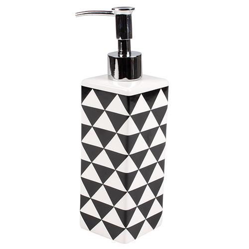 Дозатор PIRAMID (3556)Разное<br>Артикул: 3556. Сочетание классической формы и оригинального узора изящно воплотилось в этом керамическом дозаторе для жидкого мыла. Строгий дизайн разбавляет рисунок из геометрических фигур, который оживит и освежит интерьер комнаты. Дизайн: Cult Design, Швеция.<br><br>stock: 5<br>Высота: 21<br>Ширина: 6<br>Материал: керамика, металл<br>Цвет: Черный<br>Размер: 21 x 6 x 6 см<br>Длина: 6<br>Страна происхождения: Швеция