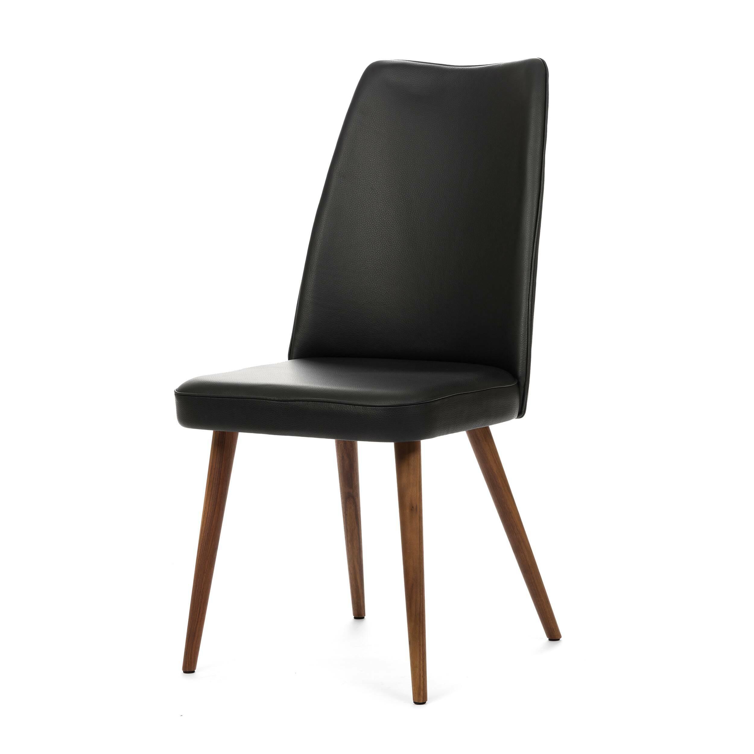 Стул Lounge HighИнтерьерные<br>Дизайнерский мягкий стул Lounge High (Лаундж Хайт) с высокой спинкой на деревянных ножках от Cosmo (Космо).<br><br> Стул Lounge High — это удобный, простой и одновременно оригинальный и необычный предмет интерьера, который открывает новые возможности ввиду своей универсальности. Стул прекрасно впишется в спокойный, мягкий, тихий и уютный интерьер кафе, ресторана или же прекрасно будет смотреться в гостиной возле обеденного стола. <br><br><br>     Основание выполнено из натурального ореха, а само сидень...<br><br>stock: 0<br>Высота: 93<br>Высота сиденья: 46<br>Ширина: 47<br>Глубина: 57<br>Цвет ножек: Орех<br>Материал ножек: Массив ореха<br>Цвет сидения: Черный<br>Тип материала сидения: Кожа<br>Коллекция ткани: Premium Leather<br>Тип материала ножек: Дерево
