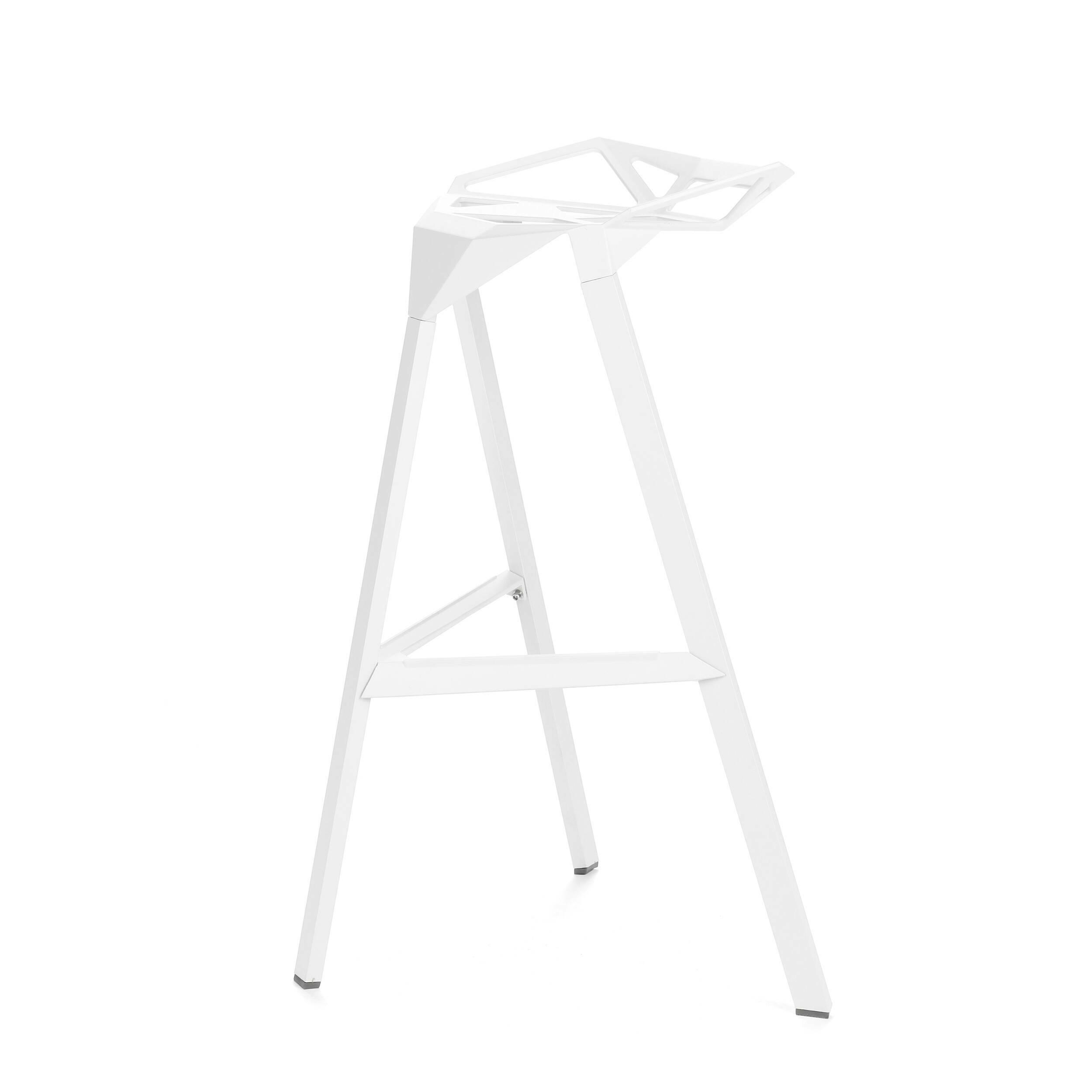 Барный стул OneБарные<br>Дизайнерский креативный барный стул One (Уан) из алюминия на трех ножках от Cosmo (Космо). <br><br>     Легендарный барный стул One отличается стильным и эпатажным внешним видом, при этом он очень удобен в использовании. Литые алюминиевые планки, причудливо соединtнные между собой в практичное сиденье, в своей передней части переходят в каркасную опору из трех широко поставленных ножек. Индустриальный минимализм такого стула неоспорим, но для конструктивного стиля он также превосходно подойдет. Л...<br><br>stock: 26<br>Высота: 82,5<br>Высота сиденья: 77<br>Ширина: 41<br>Глубина: 36<br>Тип материала каркаса: Алюминий<br>Цвет каркаса: Белый