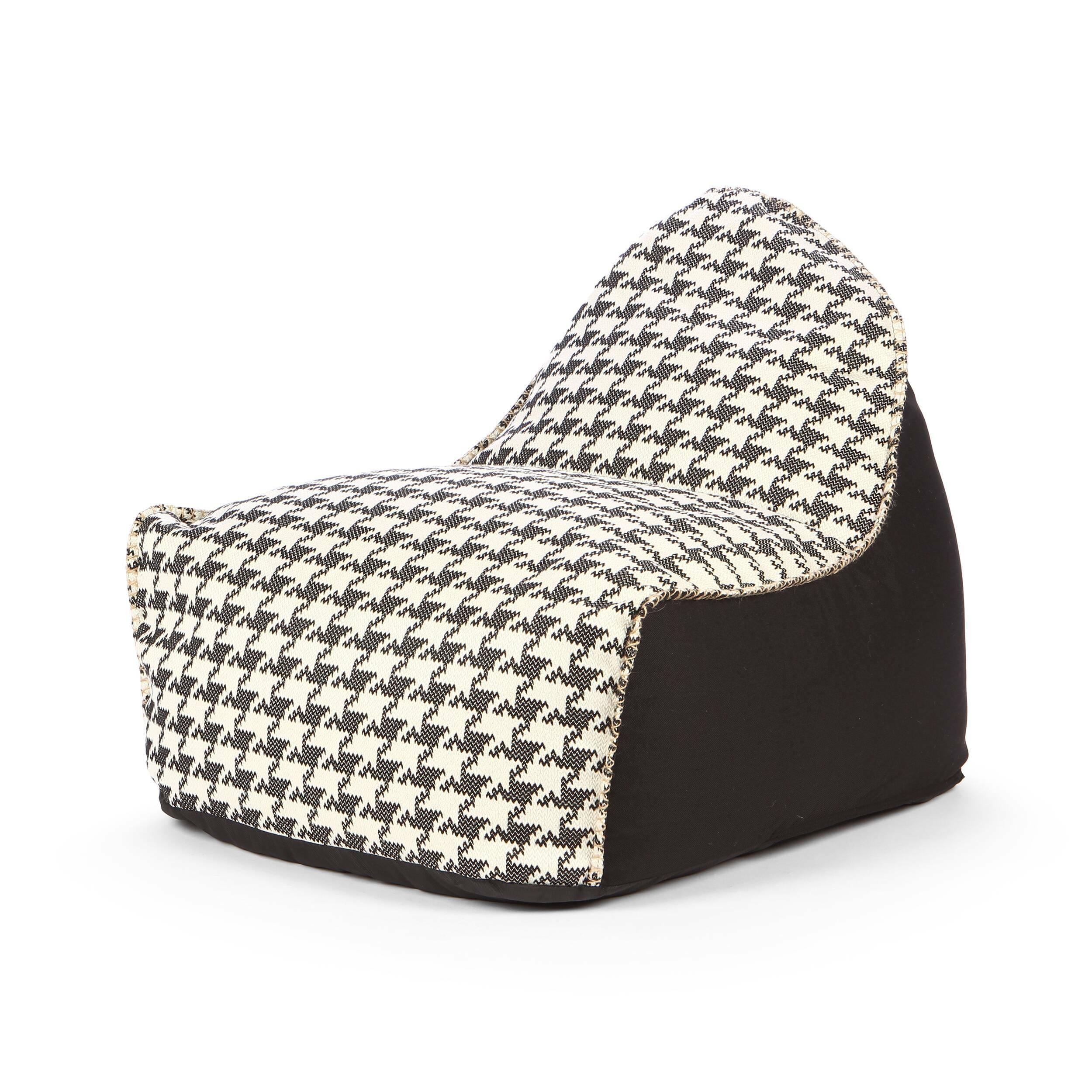 Кресло бескаркасное TuileriesИнтерьерные<br>Дизайнерское большое яркое бескаркасное кресло Tuileries (Тулериз) от Lazy Life Paris (Лэзи Лайф Пэрис).<br><br><br> Кресло бескаркасное Tuileries — это замечательная пара для одноименного пуфика, созданного известным брендом Lazy Life Paris. Компания особенно славится своей широкой коллекцией бескаркасной мягкой мебели, которая так тепло и уютно смотрится в любой домашней комнате. Кресло Tuileries имеет весьма внушительные размеры в ширину, благодаря чему отдых в нем особенно приятный и расслабл...<br><br>stock: 1<br>Высота: 70<br>Ширина: 80<br>Глубина: 90<br>Наполнитель: EPS наполнитель<br>Материал каркаса: Полиэстер<br>Тип материала каркаса: Ткань<br>Цвет каркаса: Черный