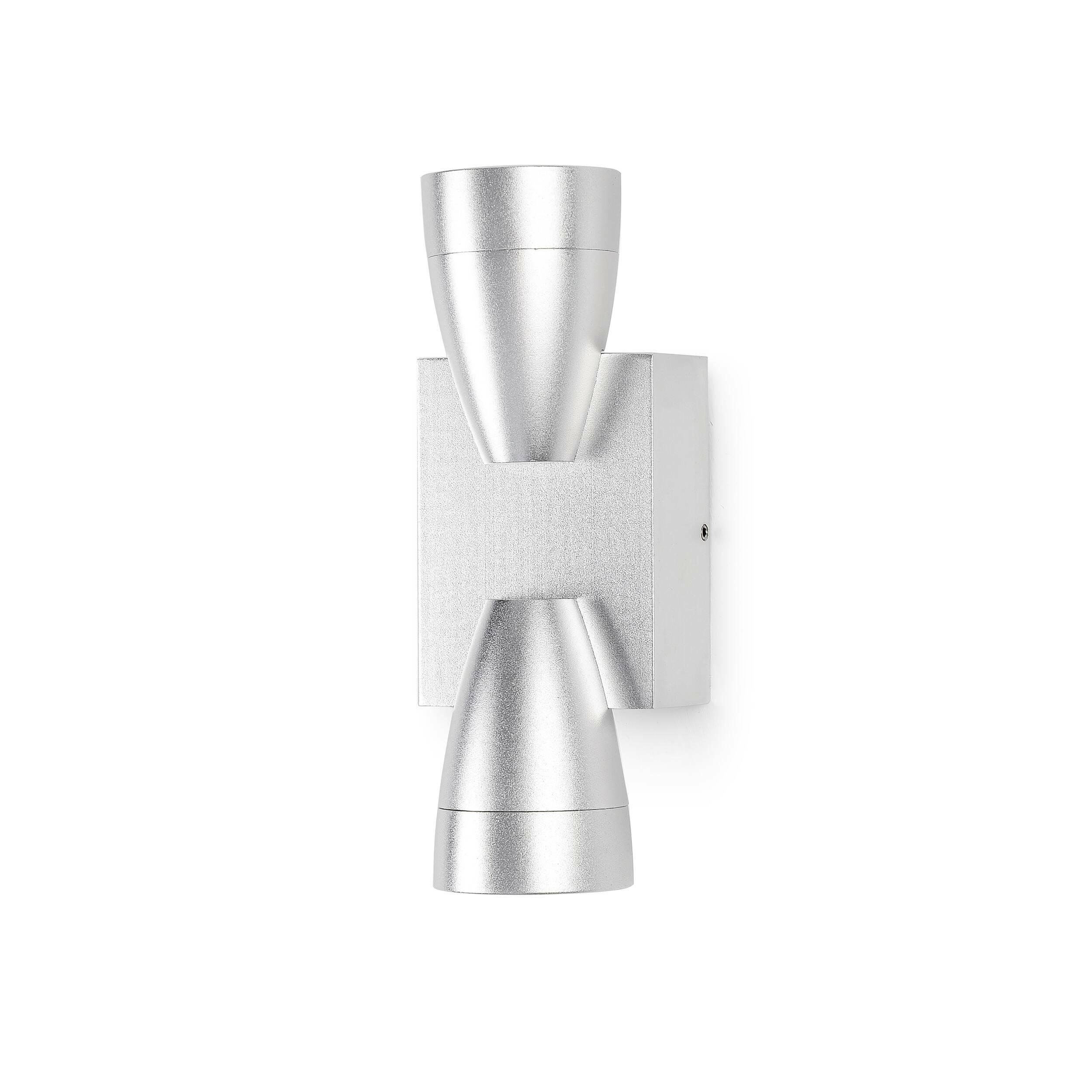 Настенный светильник HourglassНастенные<br>Настенный светильник Hourglass напоминает своей формой песочные часы, откуда и берет свое название.<br><br><br><br> Оригинальный подход к освещению помещения создает настенный светильник Hourglass, он выпускает два луча света одновременно, направленные вверх и в низ соответственно. Это задает сама форма светильника, удачно реализованная в точной копии песочных часов. <br><br><br> Оригинальная деталь декора дарит четкий и ясный свет, прекрасно подойдет для прихожей, для небольшого ресторанчика. Сочетат...<br><br>stock: 20<br>Высота: 55,5<br>Ширина: 16<br>Диаметр: 6<br>Количество ламп: 6<br>Материал абажура: Алюминий<br>Мощность лампы: 1<br>Ламп в комплекте: Нет<br>Напряжение: 220<br>Тип лампы/цоколь: CREE LED<br>Цвет абажура: Серебряный