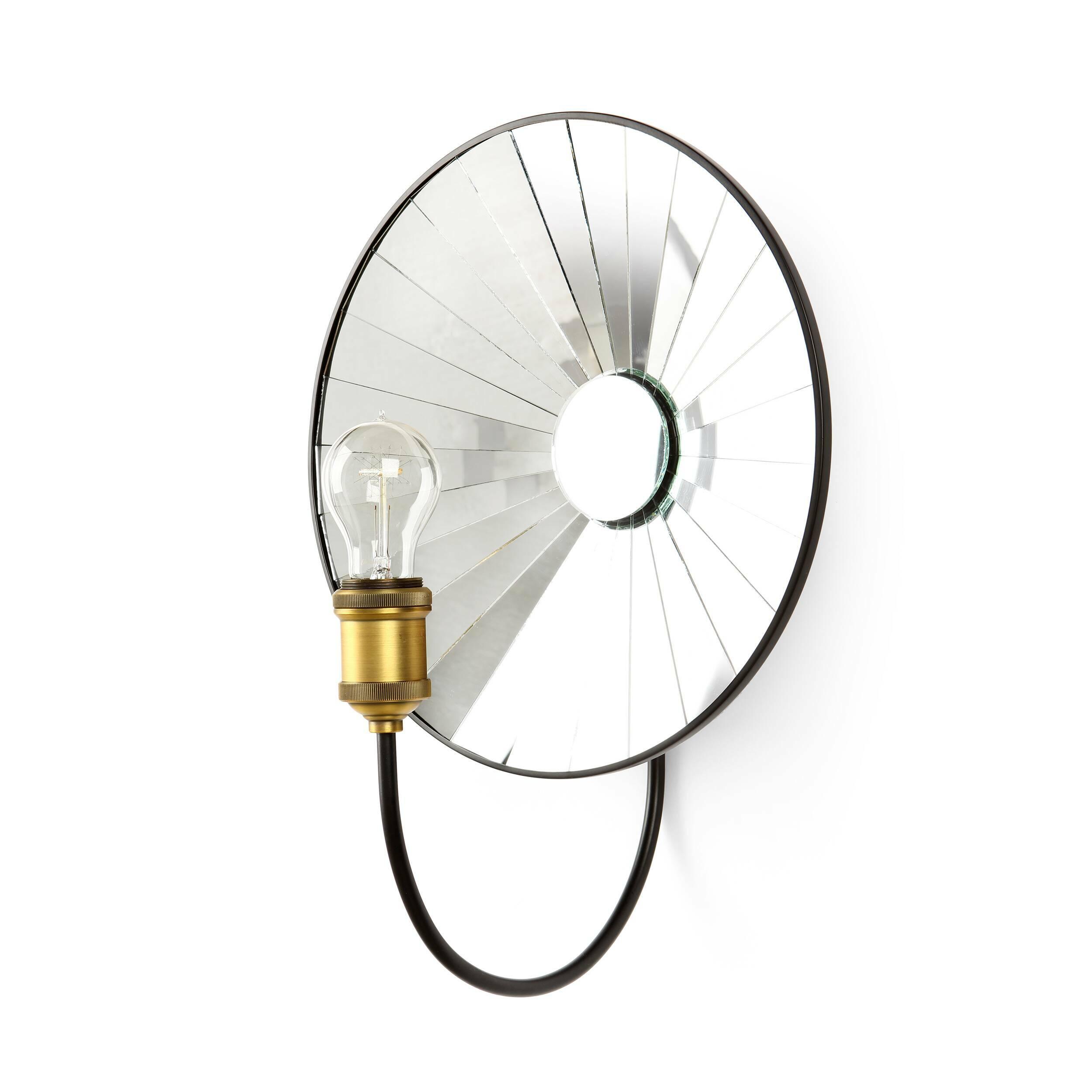 Настенный светильник TroyНастенные<br>Настенный светильник Troy — это гениальное творение ведущих дизайнеров компании Cosmo, которые сделали его не только необычайно привлекательным, но и максимально эффективным в плане комнатного освещения. Светильник крепится на уровне круглого зеркала, которое имеет несколько секций. Благодаря такой конструкции свет будет наиболее ярким и осветит большее пространство любого помещения.<br><br><br> Арматура светильника изготовлена из металла черного цвета. Светильник имеет цоколь для одной лампочк...<br><br>stock: 7<br>Диаметр: 35<br>Длина: 25<br>Количество ламп: 1<br>Материал абажура: Металл<br>Материал арматуры: Зеркало<br>Мощность лампы: 60<br>Ламп в комплекте: Нет<br>Тип лампы/цоколь: E27<br>Цвет абажура: Черный матовый