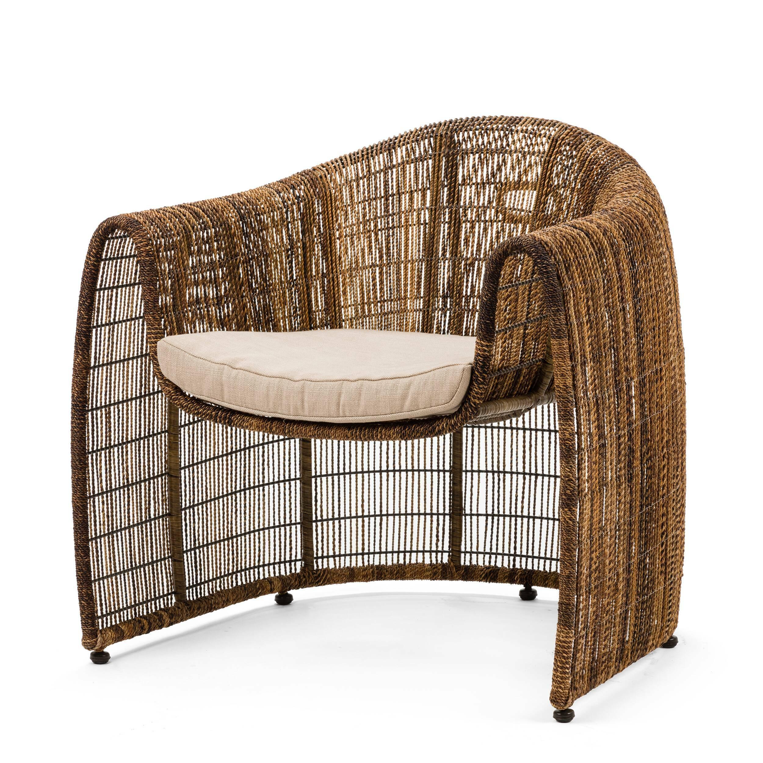 Кресло Lulu ClubУличная мебель<br>Дизайнерское плетеное кресло LULU CLUB (Лулу Клаб) из ротанга с мягким сиденьем от Kenneth Cobonpue (Кеннет Кобонпу)<br><br>Кеннет Кобонпу — известный во всем мире художник-конструктор из Себу, обладатель множества наград, креативный директор Hive. Кеннет Кобонпу начал поиск своего подхода к дизайну в 1987 году, изучая промышленный дизайн в Институте Пратта в Нью-Йорке, который он закончил с отличием и впоследствии работал в Италии и Германии. Несколько из его проектов были отобраны для престиж...<br><br>stock: 0<br>Высота: 80,5<br>Ширина: 84<br>Глубина: 78<br>Тип материала каркаса: Сталь нержавеющя<br>Материал сидения: Лен<br>Цвет сидения: Бежевый<br>Тип материала сидения: Ткань<br>Цвет каркаса: Коричневый