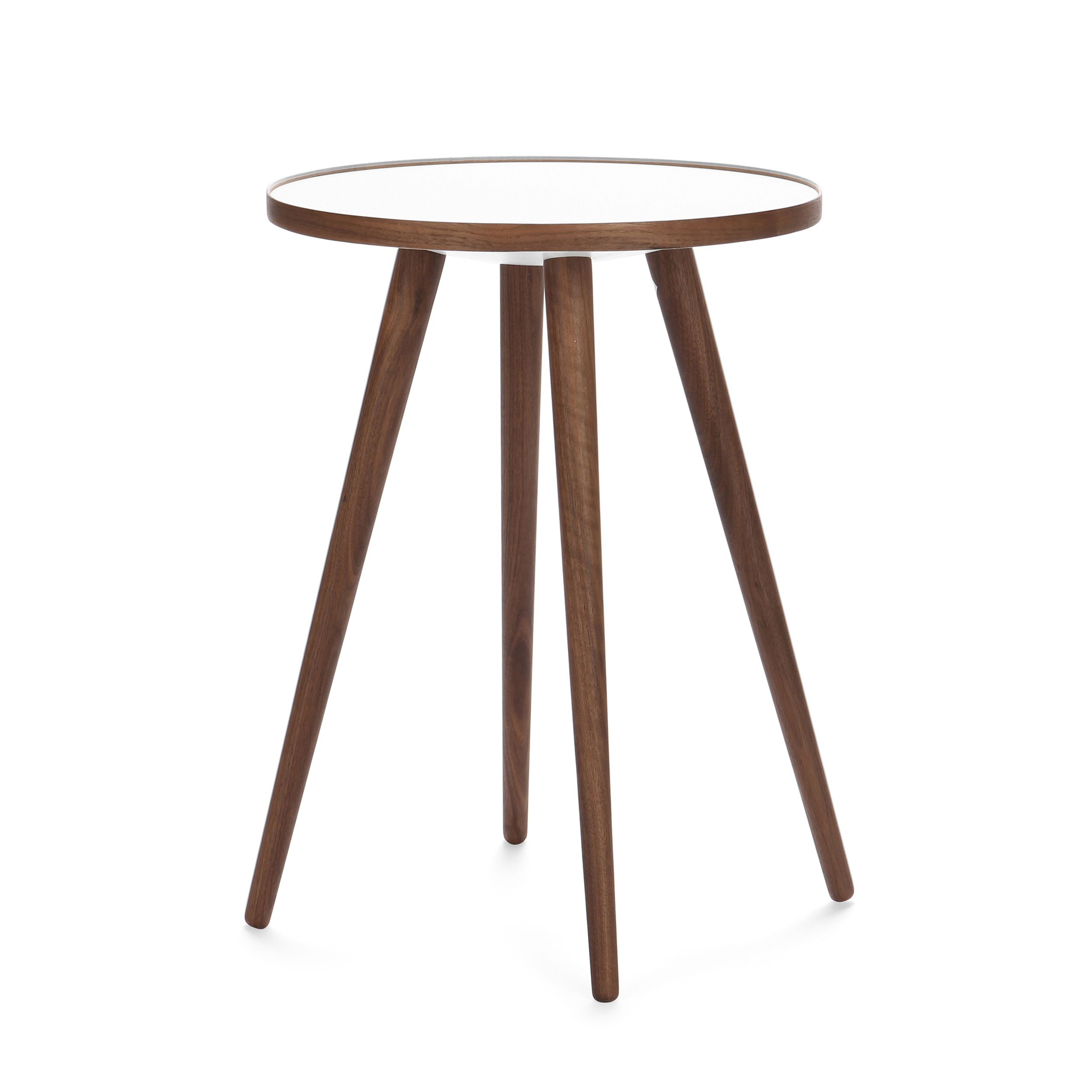 Кофейный стол Sputnik высота 55 диаметр 41Кофейные столики<br>Дизайнерский кофейный стол Sputnik (Спутник) (высота 55 диаметр 41) с пластиковой столешницей на четырех ножках от Cosmo (Космо).<br><br><br> Кофейный стол Sputnik высота 55 диаметр 41 имеет четыре длинные устойчивые ножки и небольшую круглую столешницу. Его разработал американский дизайнер и архитектор мирового уровня Шон Дикс. Столик сделан из качественной древесины американского ореха, что делает его достаточно прочным  и долговечным. Столешница  покрыта меламином, благодаря чему устойчива к н...<br><br>stock: 3<br>Высота: 55<br>Диаметр: 40,6<br>Цвет ножек: Орех американский<br>Цвет столешницы: Белый<br>Материал ножек: Массив ореха<br>Тип материала столешницы: Пластик<br>Тип материала ножек: Дерево