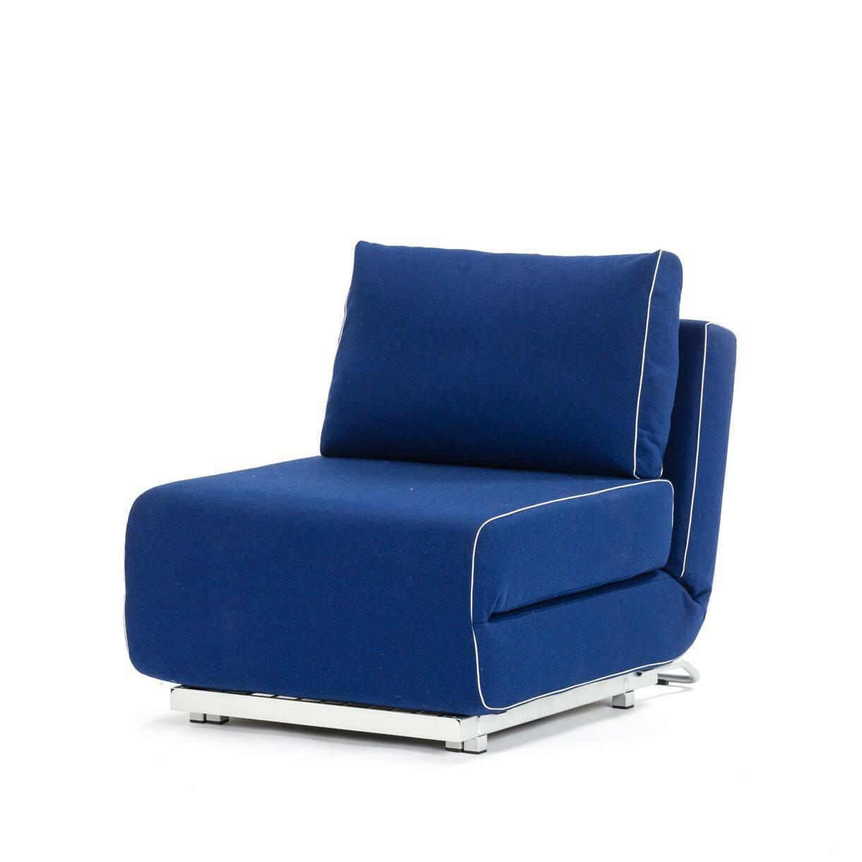 Кресло CityИнтерьерные<br>Дизайнерское компактное раскладываемое прямоугольное кресло-кровать City (Сити) из хлопка, полиэстера от Softline (Софтлайн).<br><br><br><br><br><br><br> Кресло City — это компактная мебель, идеально подходящая для маленьких городских пространств, доступная как собственно кресло, так и как односпальная кровать. Стиль, комфорт — и восемь положений спинки. Кресло входит в состав серии City, состоящей из дивана и кресла.<br><br><br> Оригинальное кресло City создано по эскизам Стине Энгельбрехтсен, известного датс...<br><br>stock: 1<br>Высота: 78<br>Высота сиденья: 41<br>Ширина: 73<br>Глубина: 98<br>Цвет ножек: Хром<br>Материал обивки: Шерсть, Полиамид<br>Коллекция ткани: Felt<br>Тип материала обивки: Ткань<br>Тип материала ножек: Сталь<br>Цвет обивки: Тёмно-синий
