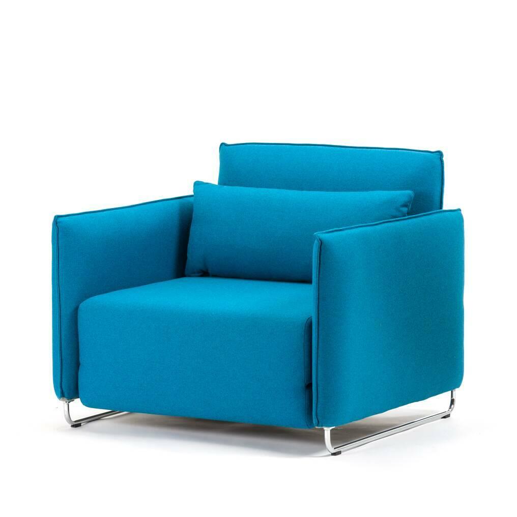 Кресло CordИнтерьерные<br>Дизайнерское кресло Cord (Корд) из шерсти, полиамида на металлических ножках от Softline (Софтлайн).<br><br><br> Кресло Cord — это результат сотрудничества между Флеммингом Буском и Стефаном Б.Херцогом, датским коллективом дизайнеров, известными своими наградами в области дизайна мебели. Кресло было разработано в 2006 году. <br><br><br> Оригинальное кресло Cord — это компактная мебель, идеально подходящая для маленьких городских пространств, изящное и практичное кресло-кровать. В этом кресле-кровати ес...<br><br>stock: 0<br>Высота: 76<br>Высота сиденья: 38<br>Ширина: 95<br>Глубина: 96<br>Цвет ножек: Хром<br>Материал обивки: Шерсть, Полиамид<br>Коллекция ткани: Felt<br>Тип материала обивки: Ткань<br>Тип материала ножек: Металл<br>Цвет обивки: Бирюзовый