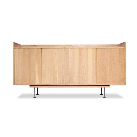 Комод Осака (Osaka Sideboard)Тумбы и комоды<br>ROOMERS – это особенная коллекция, воплощение всего самого лучшего, модного и новаторского в мире дизайнерской мебели, предметов декора и стильных аксессуаров.<br><br>Интерьерные решения от ROOMERS в буквальном смысле не имеют границ. Мебель, предметы декора, светильники и аксессуары тщательно отбираются по всему миру – в последних коллекциях знаменитых дизайнеров и культовых брендов, среди искусных работ hand-made мастеров Европы и Юго-Восточной Азии во время большого и увлекательного путешествия,...<br><br>stock: 1<br>Высота: 98<br>Ширина: 45<br>Материал: массив тика, металл<br>Длина: 180