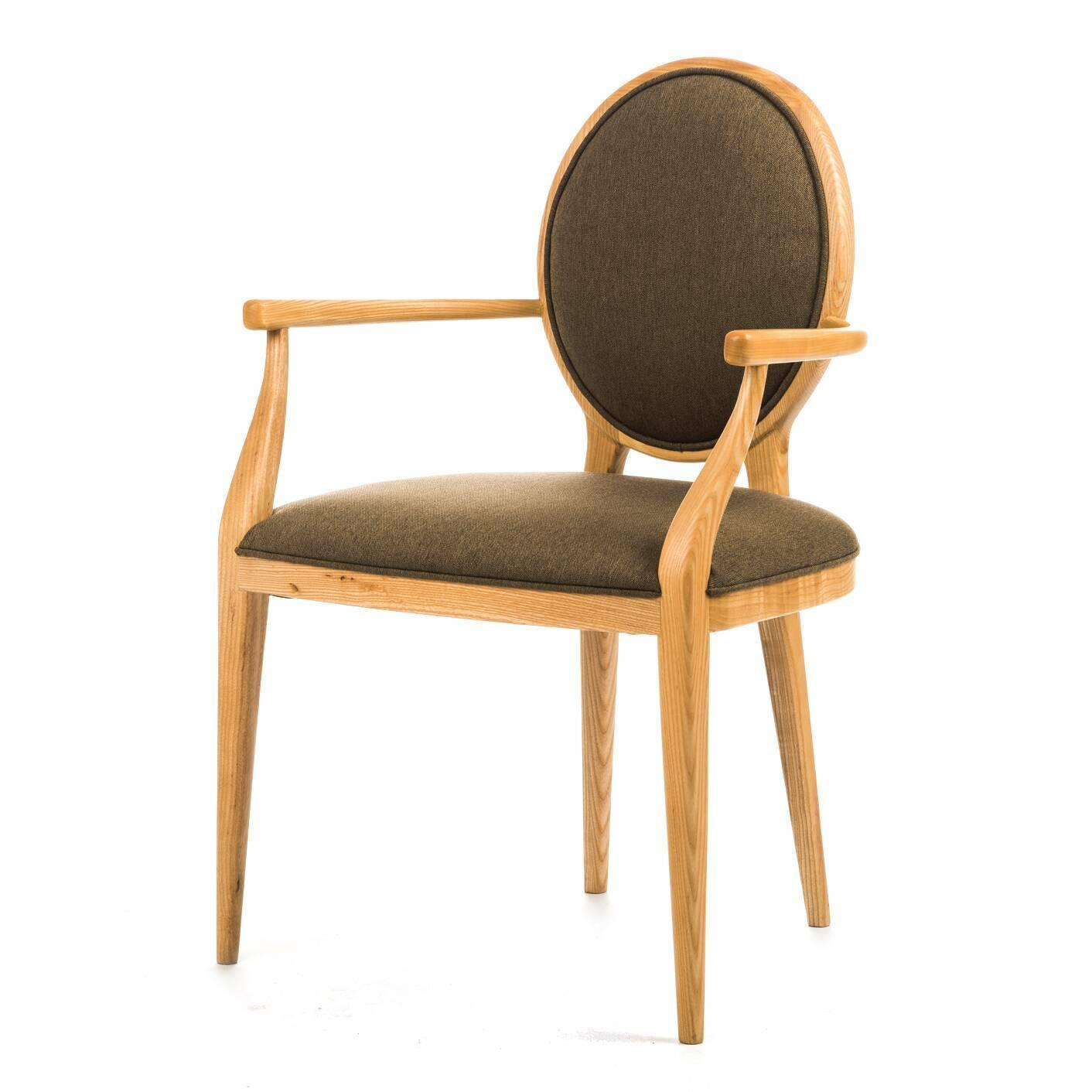 Стул Laval с подлокотникамиИнтерьерные<br>Дизайнерский стул Laval (Лавал) с круглой спинкой из дерева с подлокотниками и тканевой обивкой от Stellar works от Stellar works (Стеллар Воркс).<br><br><br> Бренд Stellar Works специализируется на создании мебели в различной, мультинациональной стилистике. Французский шик, китайская традиционность, итальянская страсть, скандинавский минимализм... На сей раз дизайнеры представили модель кресла по французским мотивам. <br> <br> Коллекция явилась плодом совместной работы французского производителя мебел...<br><br>stock: 0<br>Высота: 85,7<br>Ширина: 56,5<br>Глубина: 50,3<br>Материал каркаса: Массив ясеня<br>Тип материала каркаса: Дерево<br>Цвет сидения: Оливковый<br>Тип материала сидения: Ткань<br>Цвет каркаса: Светло-коричневый