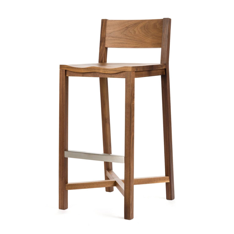 Барный стул TomokoБарные<br>Дизайнерский барный стул Tomoko (Томоко) из массива дерева на четырех ножках от Cosmo (Космо). <br>Дизайн барного стула Tomoko безусловно уникален. Простые массивные детали — это новое и уникальное решение в дизайне от Шона Дикса. Элегантность и классический вид изделия непременно сыграют важную роль в оживлении любого интерьера в скандинавском стиле. Мебель Шона Дикса минималистична и интеллектуальна, прекрасно обработана и очень функциональна. Она несет в себе чувство роскоши, которое отличае...<br><br>stock: 0<br>Высота: 101<br>Высота сиденья: 76<br>Ширина: 43<br>Глубина: 51<br>Материал каркаса: Массив ореха<br>Тип материала каркаса: Дерево<br>Цвет каркаса: Орех