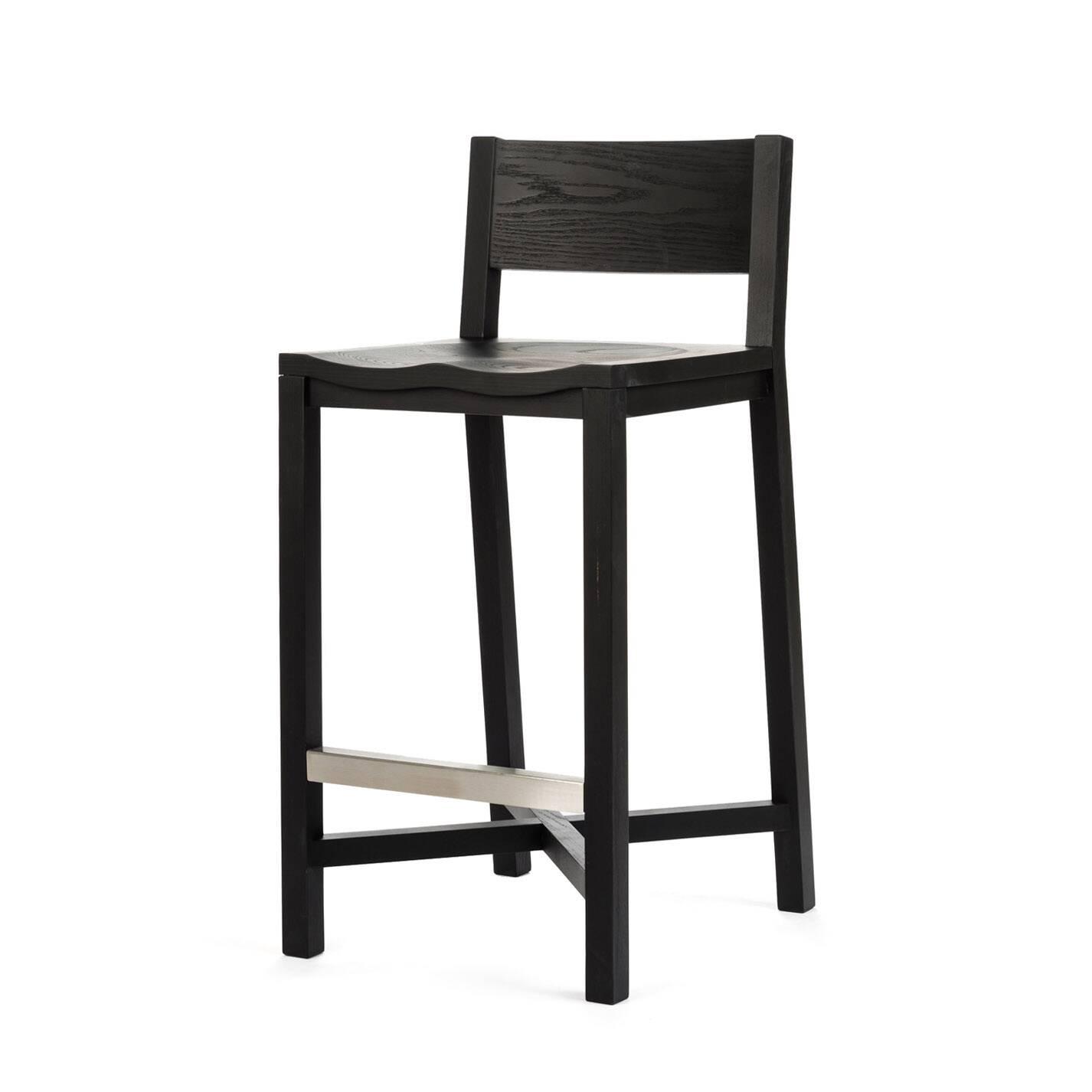 Полубарный стул TomokoПолубарные<br>Массивный и прочный полубарный стул Tomoko станет вам надежной опорой всегда, когда вам понадобится отдохнуть и расслабиться. Дизайн стула Tomoko, безусловно, уникален. Вид простых массивных деталей изделия является новым и уникальным решением в дизайне от Шона Дикса. Элегантность и классический вид изделия непременно сыграют важную роль в оживлении любого интерьера в скандинавском стиле.<br> <br> Полубарный стул Tomoko многофункционален. Этот стилизованный под ретростиль стул подойдет как для до...<br><br>stock: 0<br>Высота: 93,5<br>Высота сиденья: 68,5<br>Ширина: 43<br>Глубина: 50,4<br>Материал каркаса: Массив ясеня<br>Тип материала каркаса: Дерево<br>Цвет каркаса: Черный