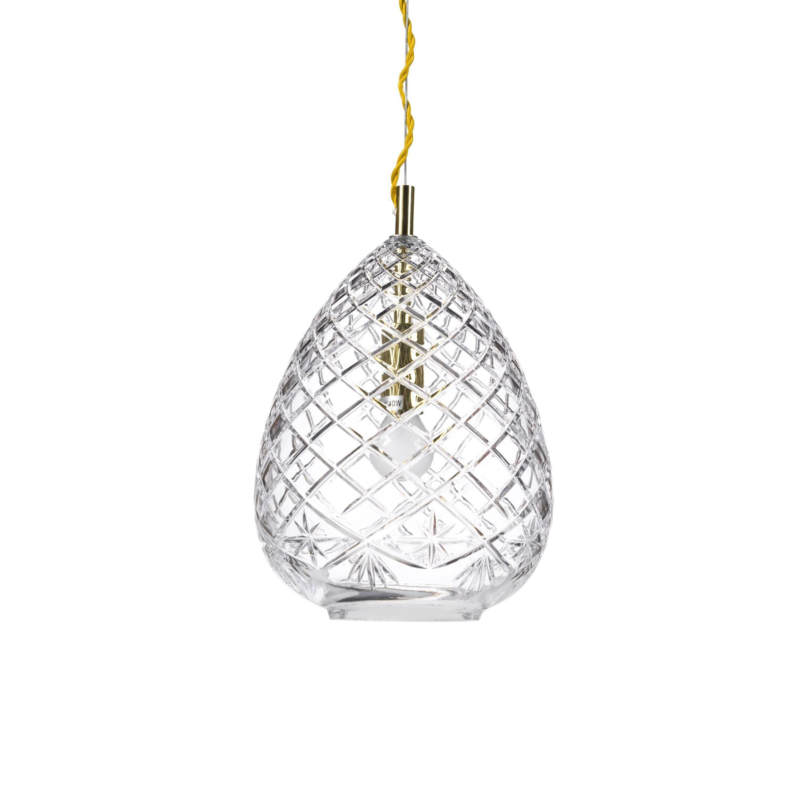 Подвесной светильник Ice PithosПодвесные<br>«А что, позвольте поинтересоваться, ваза забыла у вас на потолке? И почему ко всему прочему она светит?»<br> <br> А потому, что дизайнеры подвесного светильника Ice Pithos — большие виртуозы в своем деле. Материал, цвет, объемный узор — все это прямая отсылка к хрустальным вазам, которые по-прежнему хранятся у многих из нас. Но глядя на них, никто не ожидал, что из них вышел бы отличный дизайнерский светильник! Свет, проходящий сквозь стенки изделия, изящно преломляется в гранях рисунка. Необычна...<br><br>stock: 3<br>Высота: 180<br>Диаметр: 19<br>Количество ламп: 1<br>Материал абажура: Стекло<br>Мощность лампы: 40<br>Ламп в комплекте: Нет<br>Напряжение: 220<br>Тип лампы/цоколь: E14<br>Цвет абажура: Прозрачный