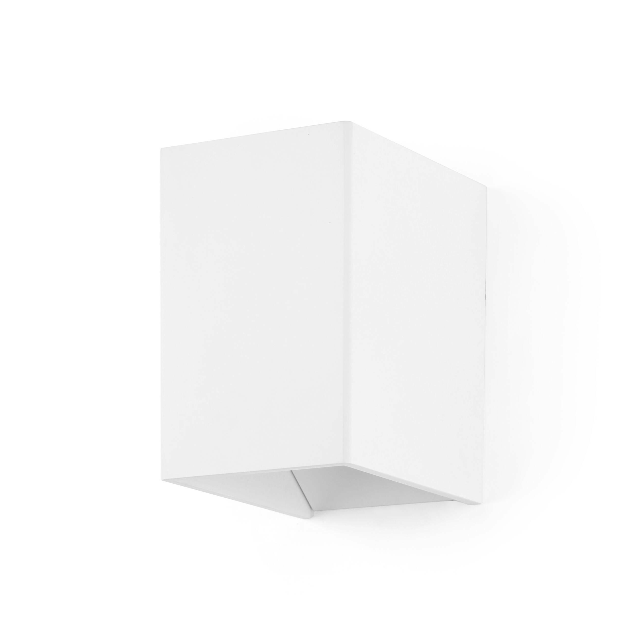 Настенный светильник Magic BoxНастенные<br>Настенный светильник Magic Box — это отличный предмет домашнего интерьера, который способен ненавязчиво подчеркнуть главные акценты дизайна и дополнить его правильной геометрической формой и стильными цветовыми решениями: матовый темно-серый или матовый белый. Светильник напоминает волшебную коробку фокусника, из которой вот-вот выпрыгнет кролик или выпорхнет голубь.<br><br><br> Целостный корпус светильника изготовлен из качественного алюминия, который гарантирует прочность и долговечность изде...<br><br>stock: 13<br>Высота: 11<br>Ширина: 9,3<br>Длина: 6,9<br>Материал абажура: Алюминий<br>Материал арматуры: Алюминий<br>Мощность лампы: 3<br>Ламп в комплекте: Нет<br>Напряжение: 220<br>Тип лампы/цоколь: LED<br>Цвет абажура: Белый<br>Цвет арматуры: Белый