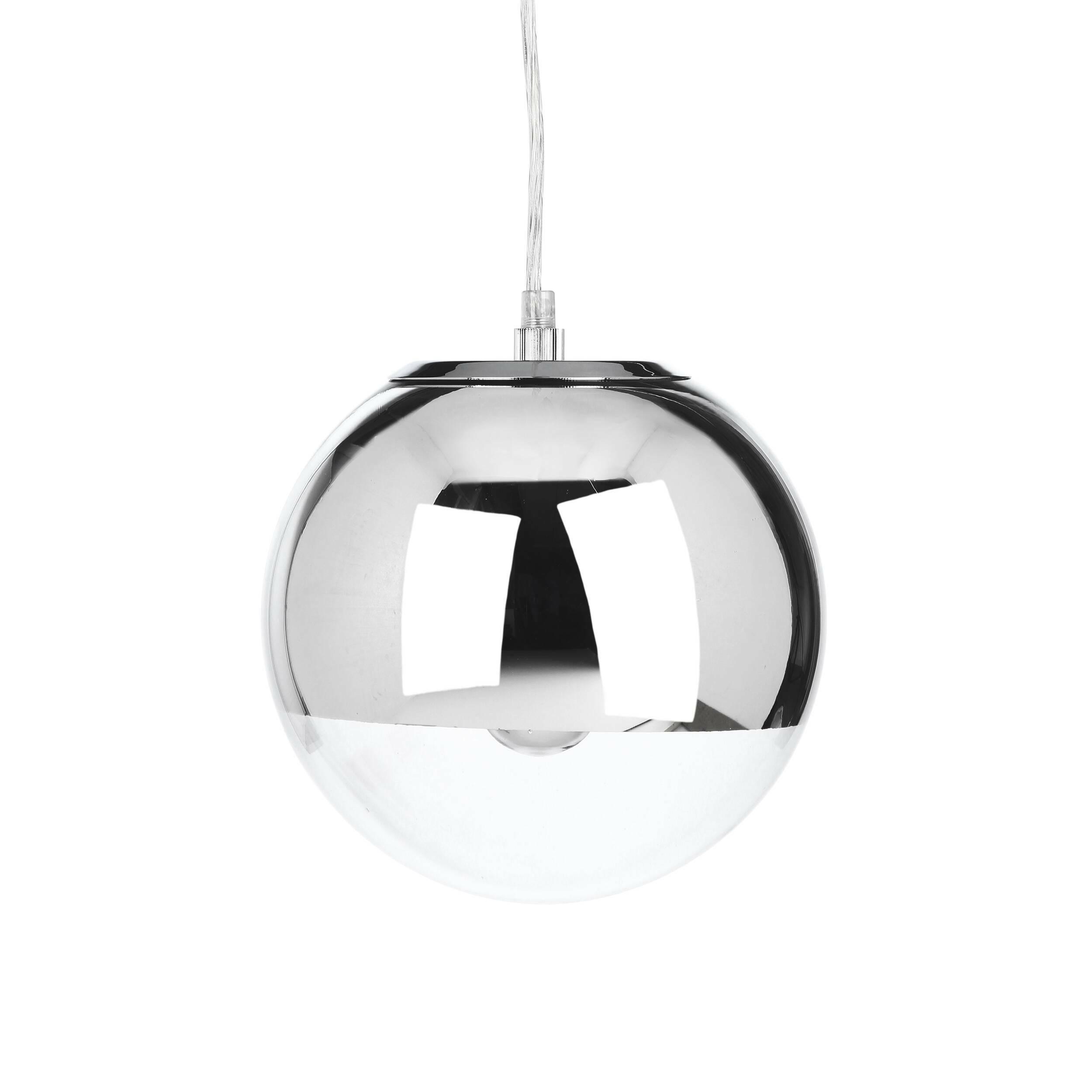 Подвесной светильник Mirror Ball диаметр 20Подвесные<br>Оригинальный и стильный — таким создали подвесной светильник Mirror Ball диаметр 20<br>ведущие западные дизайнеры. Светильник представляет собой небольшую сферу, наполовину прозрачную, наполовину хромированную, за счет чего достигается некий эффект сконцентрированного освещения. Кроме того, поверхность светильника обладает зеркальными свойствами.<br><br><br><br><br> Абажур подвесного светильника Mirror Ball диаметр 20<br>состоит наполовину из прозрачного стекла и наполовину из прочной стали. Такое с...<br><br>stock: 26<br>Диаметр: 20<br>Количество ламп: 1<br>Материал абажура: Стекло<br>Материал арматуры: Сталь<br>Мощность лампы: 40<br>Ламп в комплекте: Нет<br>Напряжение: 220<br>Тип лампы/цоколь: E27<br>Цвет абажура: Хром<br>Цвет арматуры: Хром