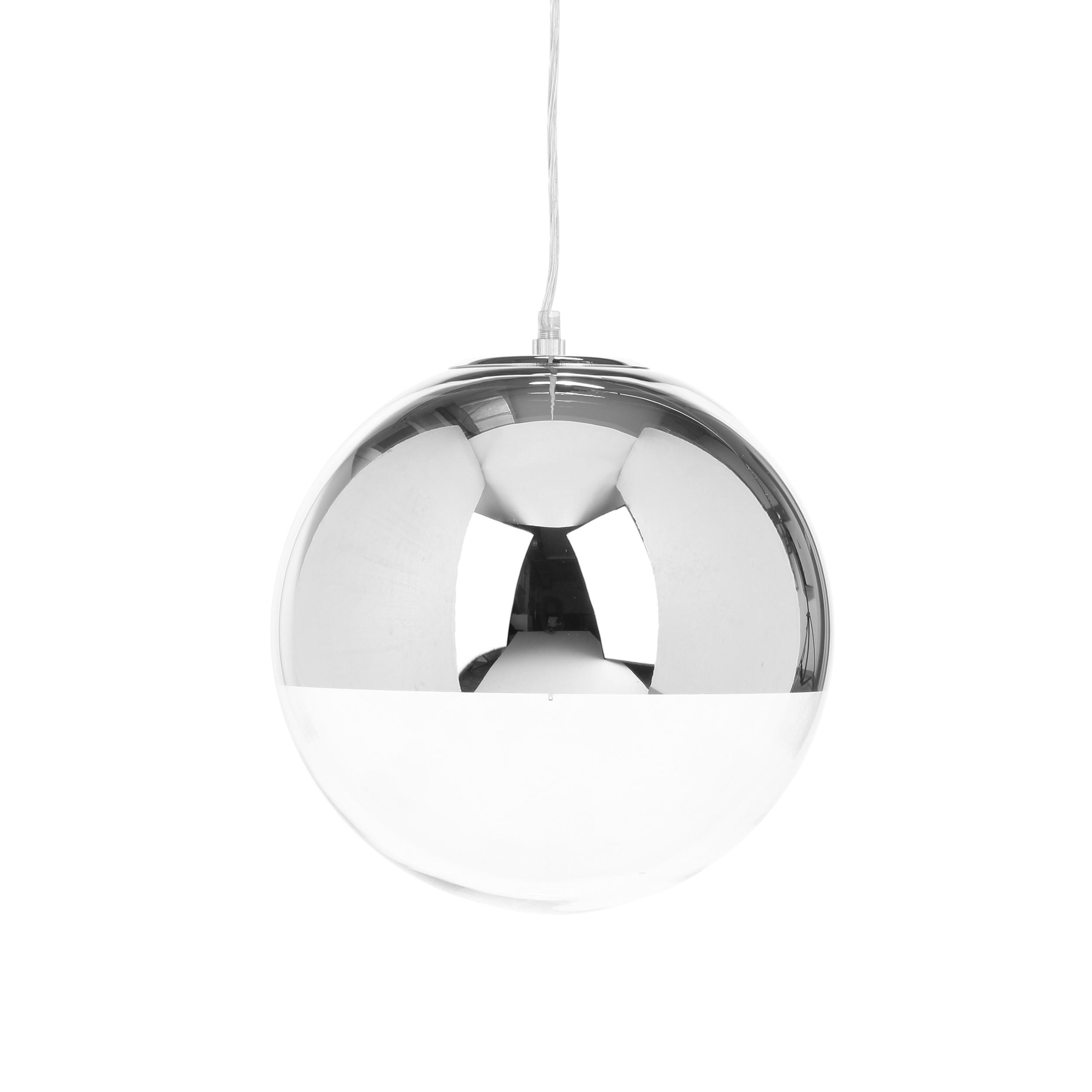 Подвесной светильник Mirror Ball диаметр 30Подвесные<br>Оригинальный и стильный — таким создали подвесной светильник Mirror Ball диаметр 30<br>ведущие дизайнеры западных направлений. Светильник представляет собой небольшую сферу, наполовину прозрачную, наполовину хромированную, за счет чего достигается некий эффект сконцентрированного освещения. Кроме того, поверхность светильника обладает зеркальными свойствами.<br><br><br><br><br> Абажур подвесного светильника Mirror Ball диаметр 30 сделан из прозрачного стекла и из прочной стали. Такое сочетание прид...<br><br>stock: 11<br>Высота: 30<br>Диаметр: 30<br>Количество ламп: 1<br>Материал абажура: Стекло<br>Материал арматуры: Сталь<br>Мощность лампы: 40<br>Ламп в комплекте: Нет<br>Напряжение: 220<br>Тип лампы/цоколь: E27<br>Цвет абажура: Хром<br>Цвет арматуры: Хром