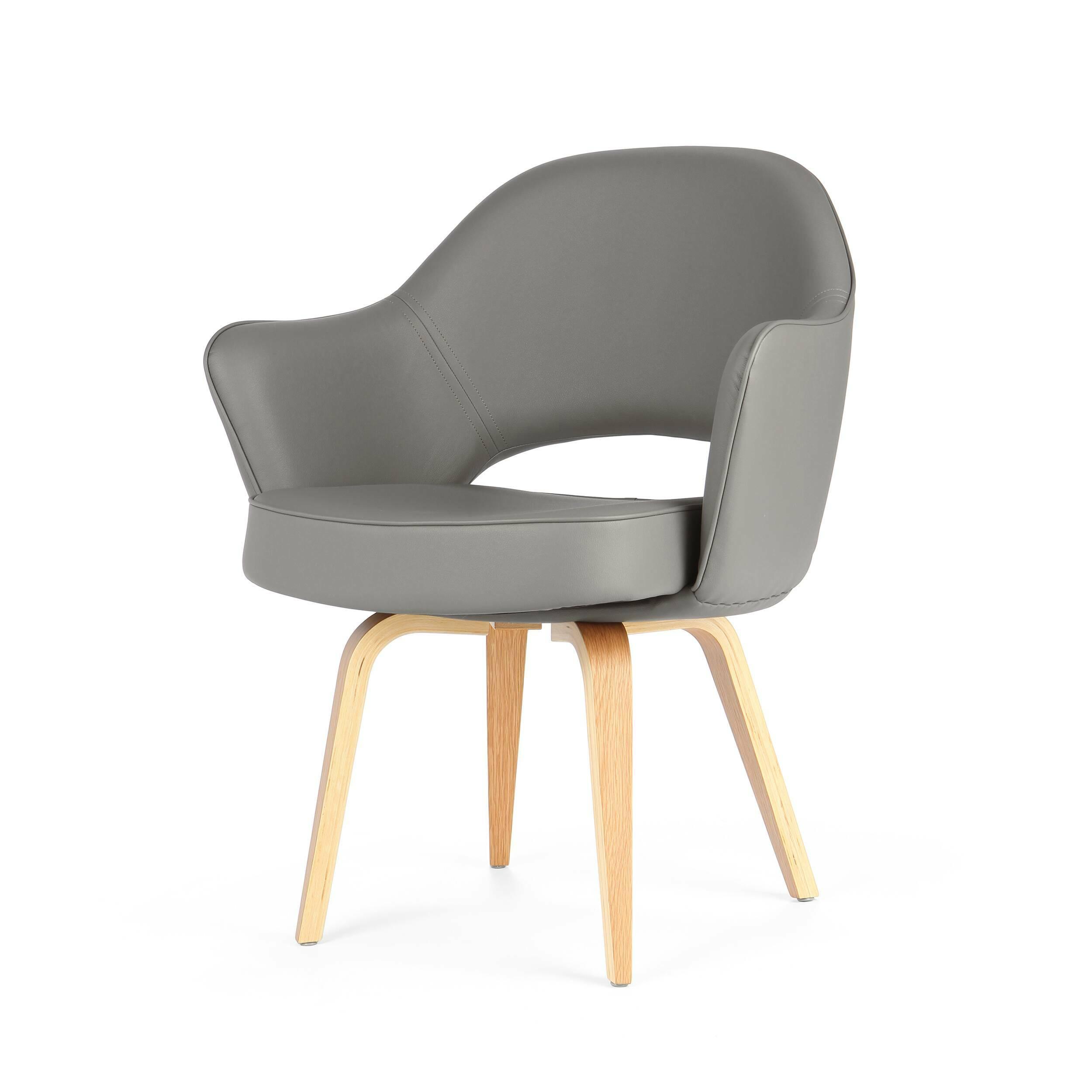 Кресло Executive с деревянными ножкамиИнтерьерные<br>Оригинальный, совершенно не скучный дизайн этого предмета привлечет внимание даже самого искушенного ценителя стильного оформления домашнего интерьера. Кресло Executive с деревянными ножками обладает очень удобной спинкой, которая позволит вам отдохнуть с наибольшим комфортом, и глубоким сиденьем. А высокие сплошные подлокотники создадут приятное ощущение психологического комфорта и уютной домашней атмосферы.<br><br><br> Изделие изготовлено из высококачественных материалов, что обеспечивает ег...<br><br>stock: 9<br>Высота: 82,5<br>Высота сиденья: 46<br>Ширина: 68,5<br>Глубина: 62,5<br>Цвет ножек: Белый дуб<br>Материал ножек: Массив дуба<br>Материал обивки: Кожа искусственная<br>Коллекция ткани: Premium Grade PU<br>Тип материала обивки: Полиуретан<br>Тип материала ножек: Дерево<br>Цвет обивки: Темно-серый