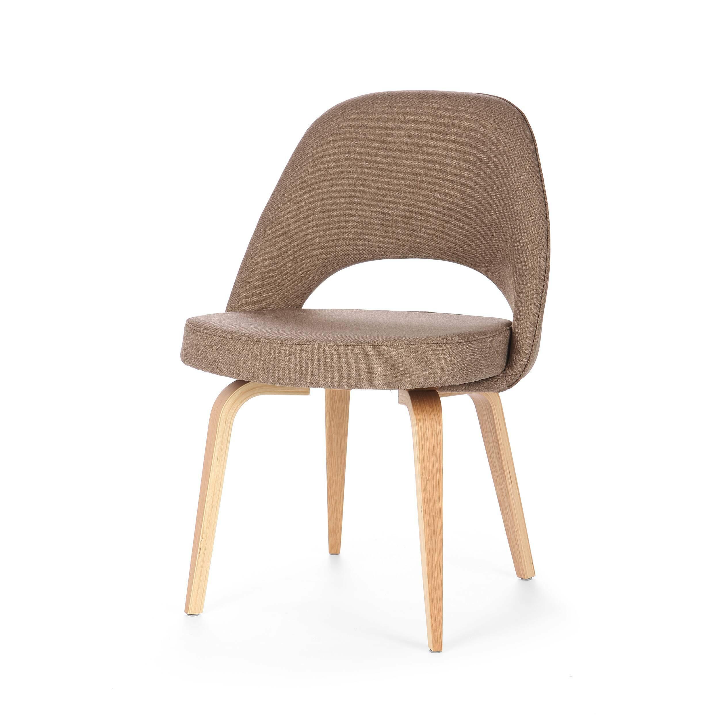 Кресло Side 1Интерьерные<br>Модель кресла Side 1 от известного дизайнера Ээро Сааринена, разработанная в середине XX века, не потеряла своей актуальности и сейчас. Ээро был не только дизайнером, но и прекрасным архитектором, и именно поэтому все его изделия так продуманы и адаптированы для человека. Проекты великого мастера всегда отличаются своей эргономичностью, и кресло Side 1<br>не исключение. Изгибы и контуры изделия выполнены таким образом, что поддерживают тело во всех необходимых точках и придают ему оптималь...<br><br>stock: 0<br>Высота: 79<br>Высота сиденья: 46.5<br>Ширина: 56<br>Глубина: 52,5<br>Цвет ножек: Белый дуб<br>Материал ножек: Массив дуба<br>Материал сидения: Полиэстер<br>Цвет сидения: Светло-коричневый<br>Тип материала сидения: Ткань<br>Коллекция ткани: Gabriel Fabric<br>Тип материала ножек: Дерево