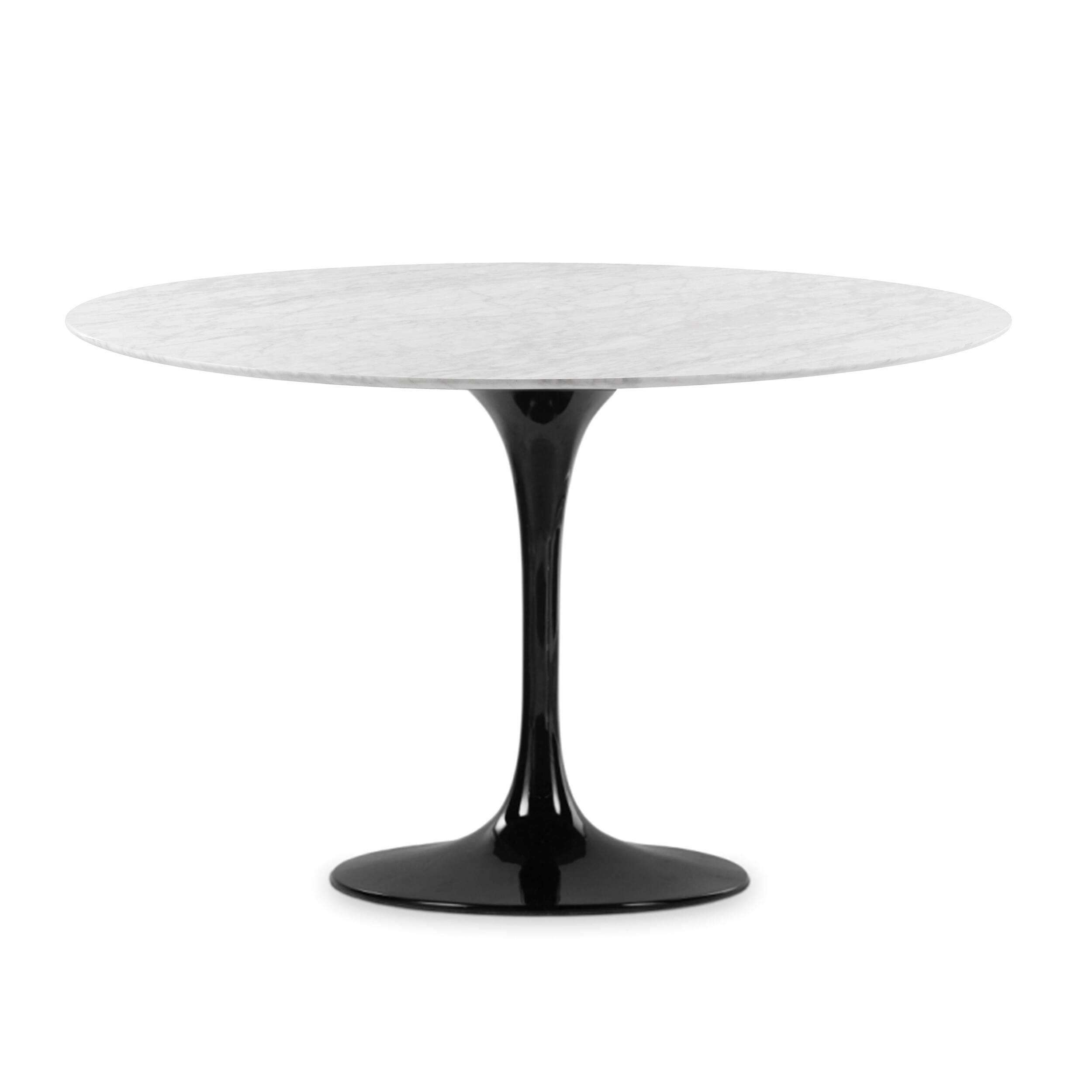 Обеденный стол Tulip диаметр 122Обеденные<br>Дизайнерская глянцевый белый обеденный стол Tulip (Тулип) овальный на одной ножке с мраморной столещницей от Cosmo (Космо).У каждого знаменитого дизайнера прошлого столетия есть своя «формула вечного дизайна», а значит, есть и произведения дизайнерского искусства, которые уже много лет не выходят из моды, не теряют своей актуальности и востребованы по сей день. Стол Tulip как раз был разработан при помощи такой формулы, которую вывел Ээро Сааринен. Изящная ножка-тюльпан и круглая столешница, ...<br><br>stock: 0<br>Высота: 72<br>Диаметр: 122<br>Цвет ножек: Черный глянец<br>Цвет столешницы: Белый<br>Материал столешницы: Мрамор итальянский<br>Тип материала столешницы: Мрамор<br>Тип материала ножек: Алюминий