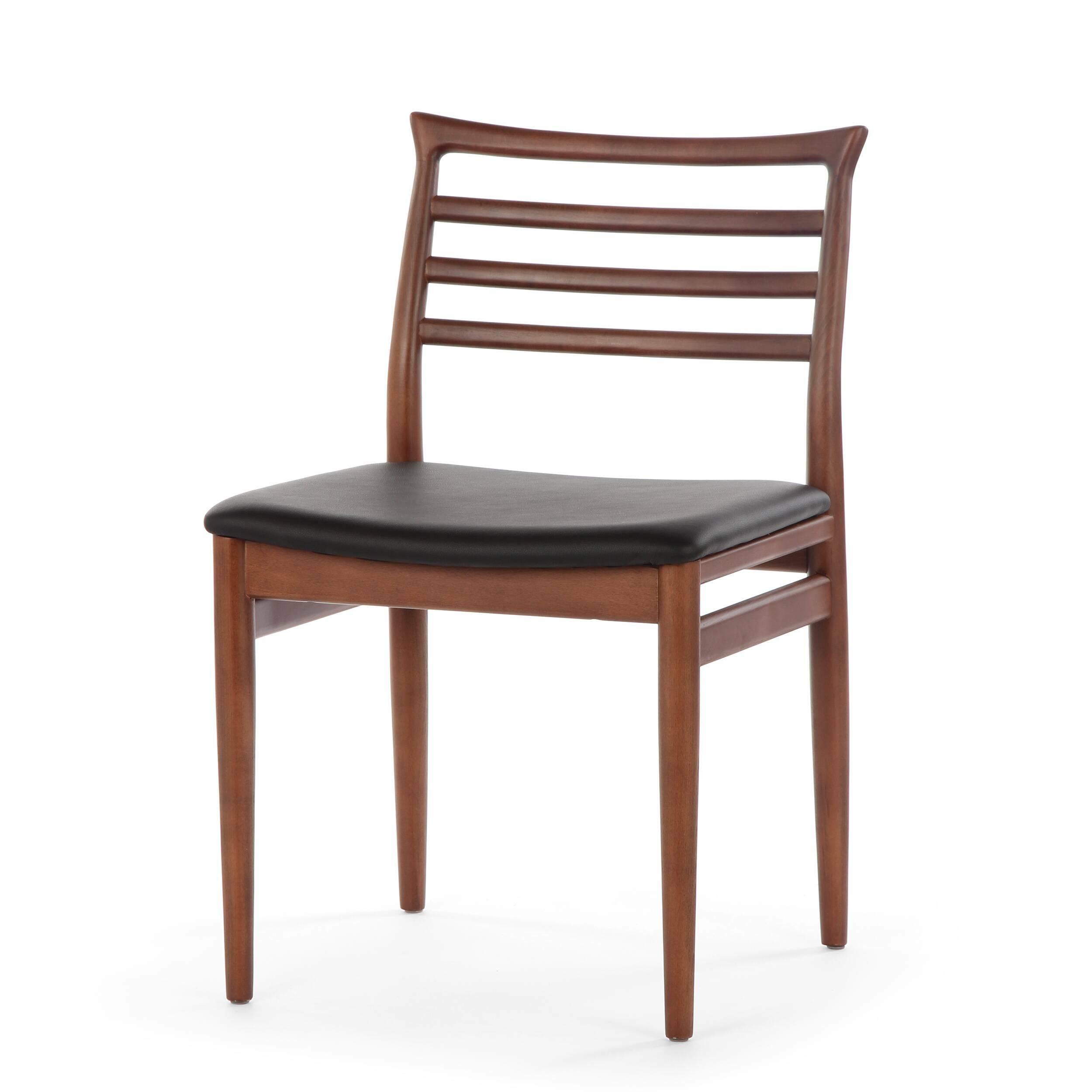 Обеденный стул BrunnИнтерьерные<br>Дизайнерский деревянный легкий стул Brunn (Брун) классической формы с кожаным сиденьем от Cosmo (Космо).<br><br>     Датский стиль означает особую функциональность всех предметов, используемых в интерьере. Он не перенасыщает помещение яркими красками и чрезмерным блеском. Разработанный в 1961 году стул Brunn — образец нетленной классики, сочетания элегантности и утонченного дизайна.<br><br><br>     Анатомической формы сиденье и спинка стула порадуют вас своей комфортностью. Стул сделан из американского...<br><br>stock: 0<br>Высота: 80<br>Высота сиденья: 46<br>Ширина: 49<br>Глубина: 52<br>Материал каркаса: Массив бука<br>Тип материала каркаса: Дерево<br>Материал сидения: Кожа искусственная<br>Цвет сидения: Черный<br>Тип материала сидения: Полиуретан<br>Коллекция ткани: Premium Grade PU<br>Цвет каркаса: Орех